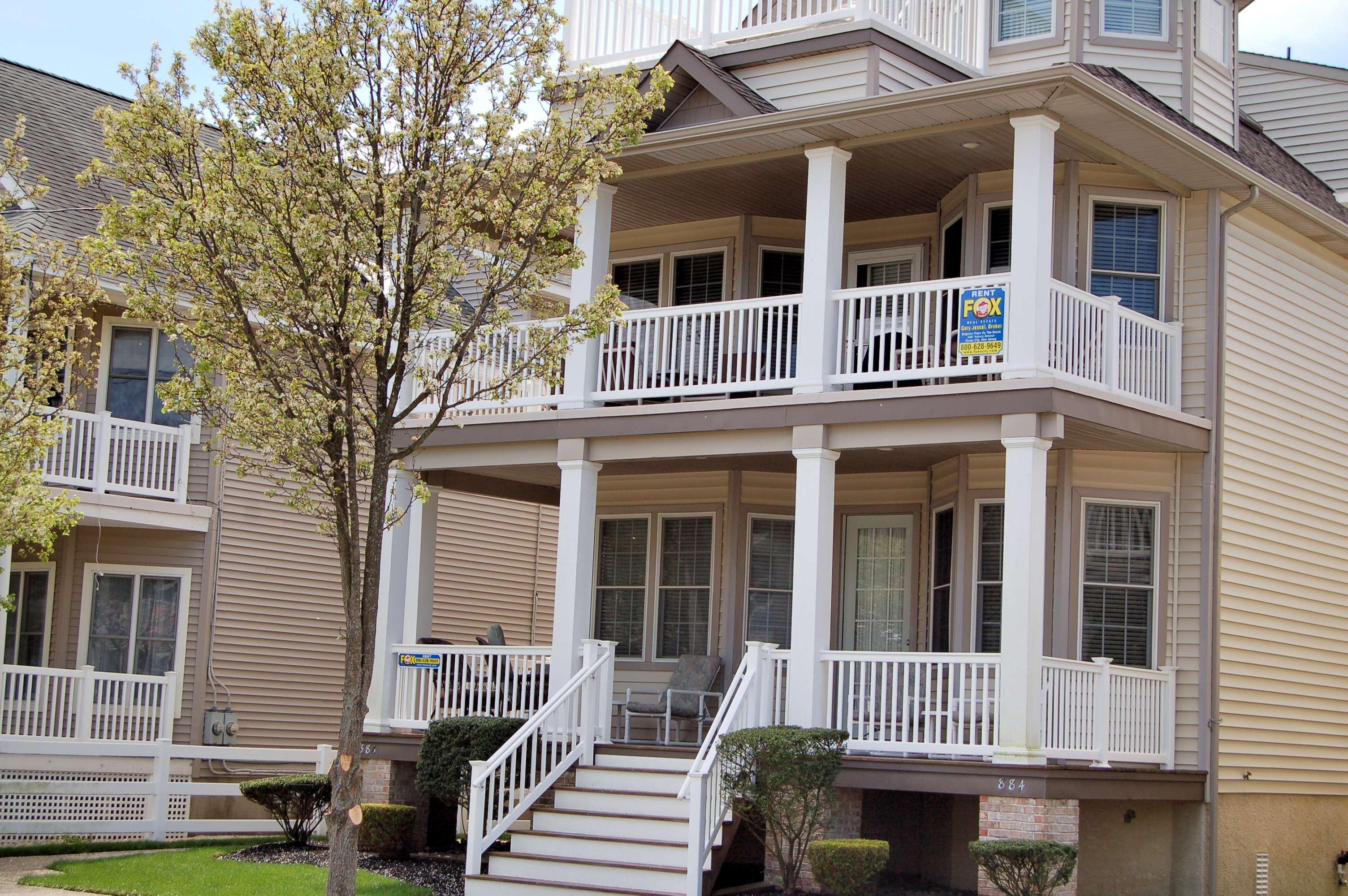 Condomínio para Venda às 884 Park Place 884 Park Place 1st Floor Ocean City, Nova Jersey, 08226 Estados Unidos