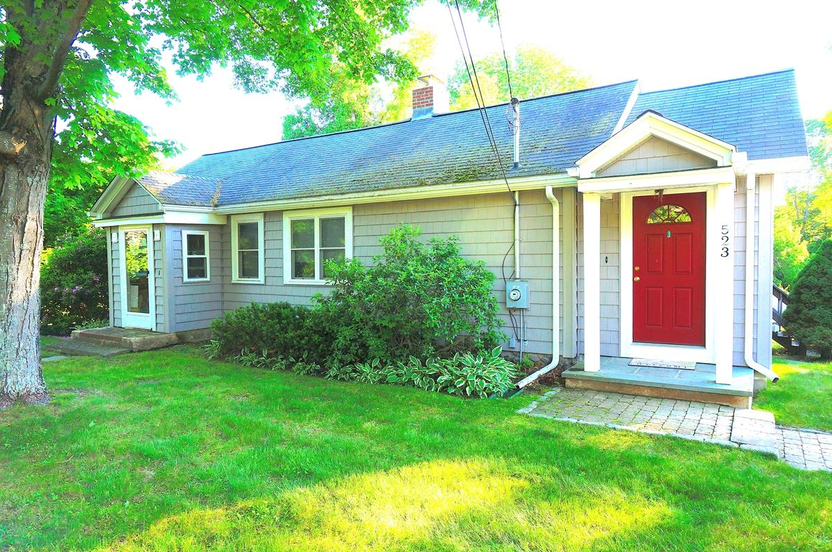 独户住宅 为 出租 在 Spacious Ranch Rental 523 Norfolk St - Unit 1 霍里斯顿, 马萨诸塞州 01746 美国