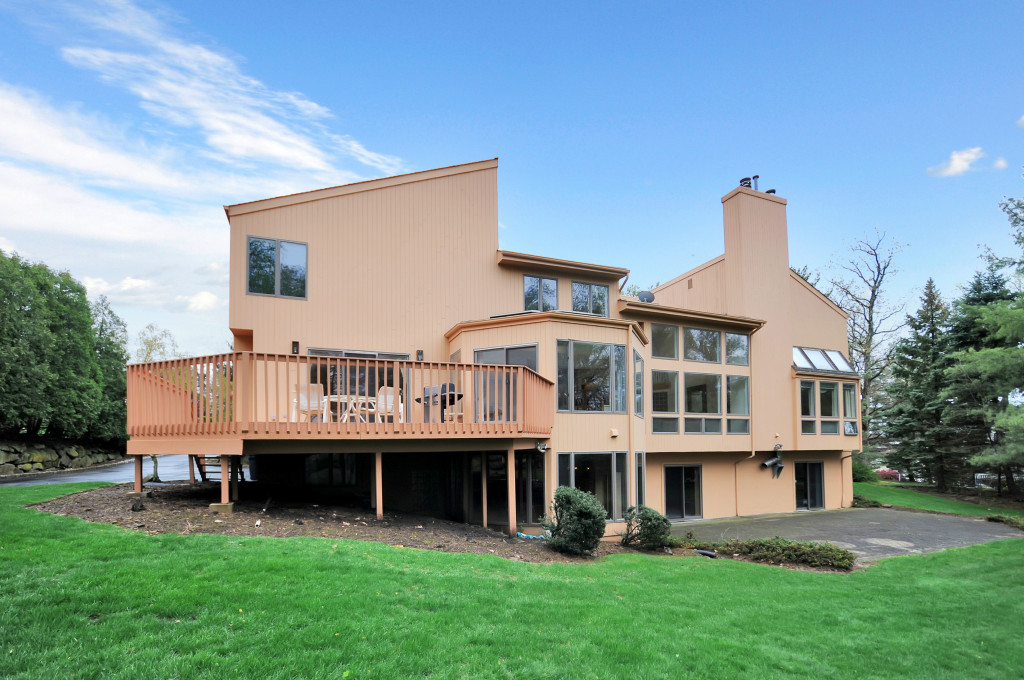 Maison unifamiliale pour l Vente à Spectacular Contemporary Home on private cul-de-sac 7 Brown Court Livingston, New Jersey 07039 États-Unis