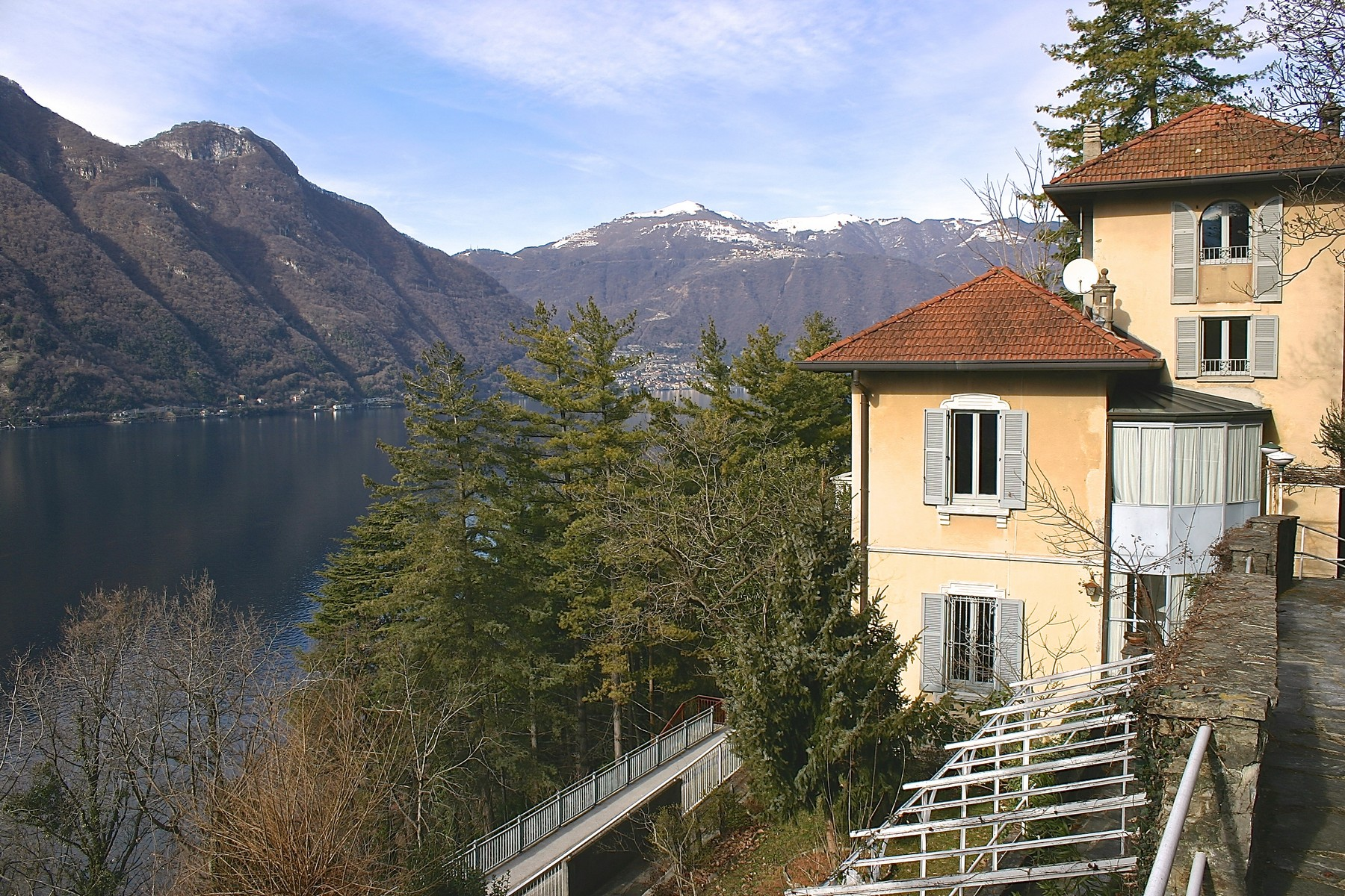 sales property at Elegant period villa with splendid lakeviews