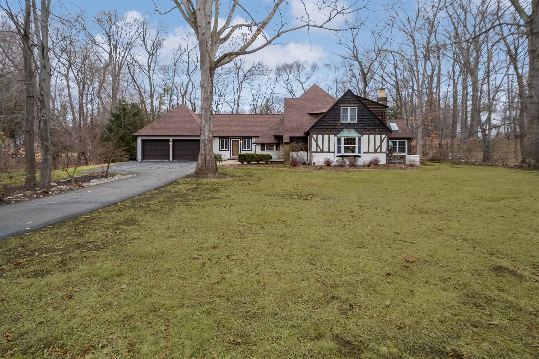 Частный односемейный дом для того Продажа на Exquisite Custom Tudor 24 Old Wood Road Morris Plains, 07950 Соединенные Штаты