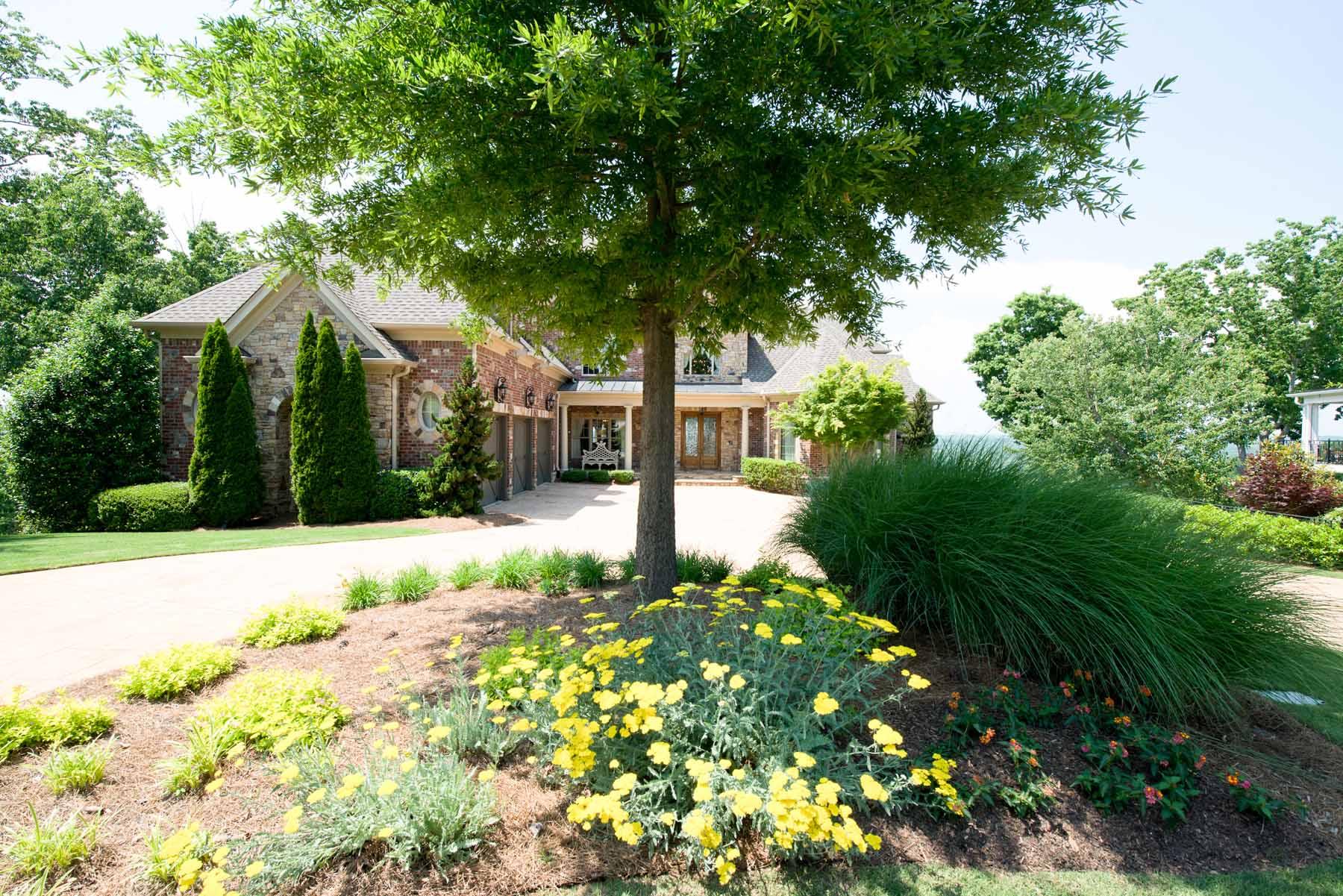 Enfamiljshus för Försäljning vid Exquisite Lake Estate 3620 Lake Ridge Court Gainesville, Georgien 30506 Usa