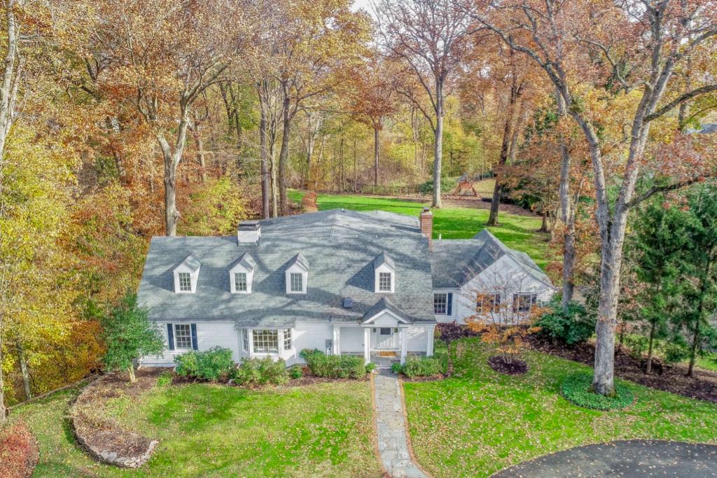 Enfamiljshus för Försäljning vid Private Retreat 28 Dellwood Parkway East, Madison, New Jersey 07940 Förenta staterna