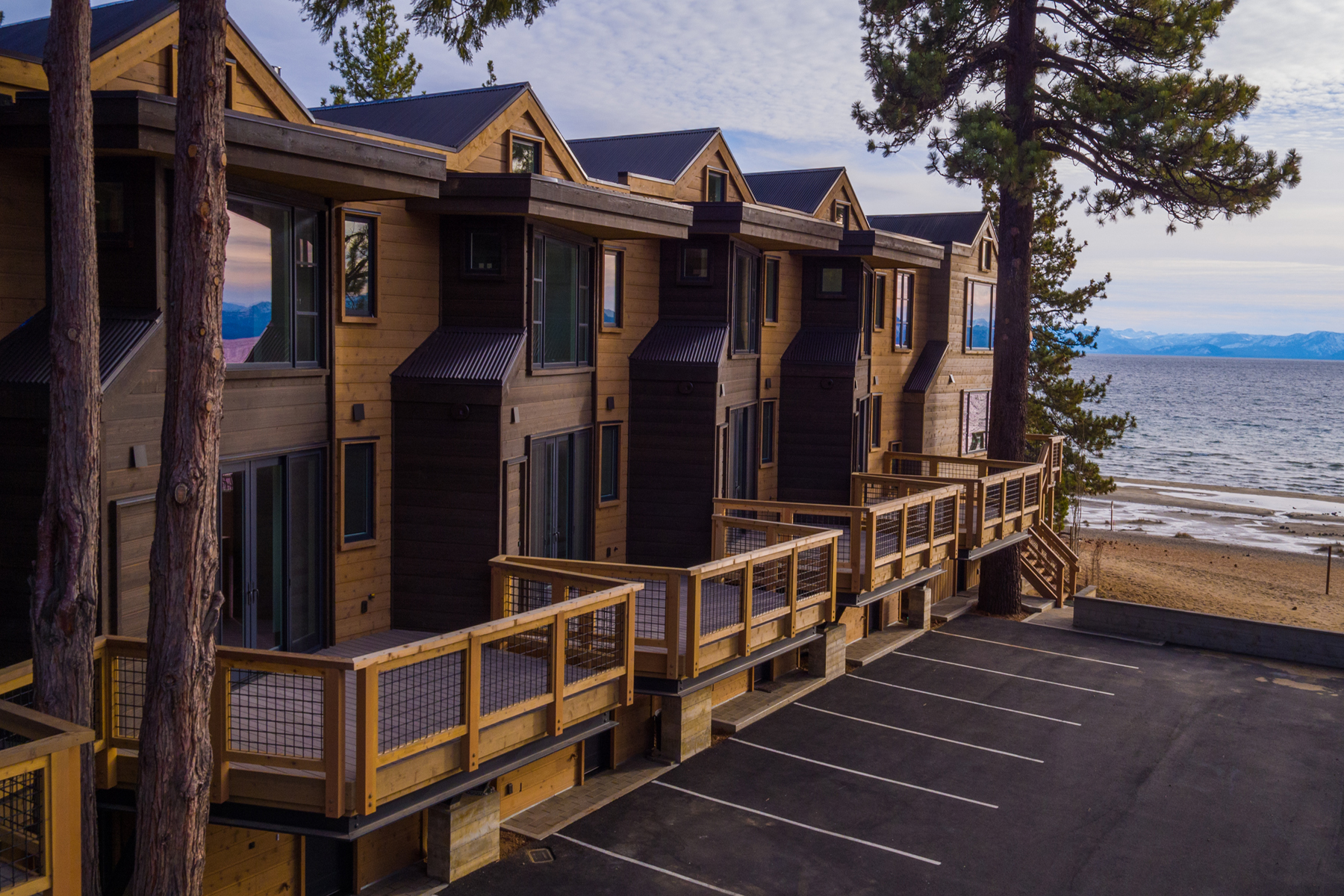 Condominio por un Venta en 8308 North Lake Boulevard, Unit 10 8308 North Lake Boulevard Unit 10 Kings Beach, California 96143 Estados Unidos