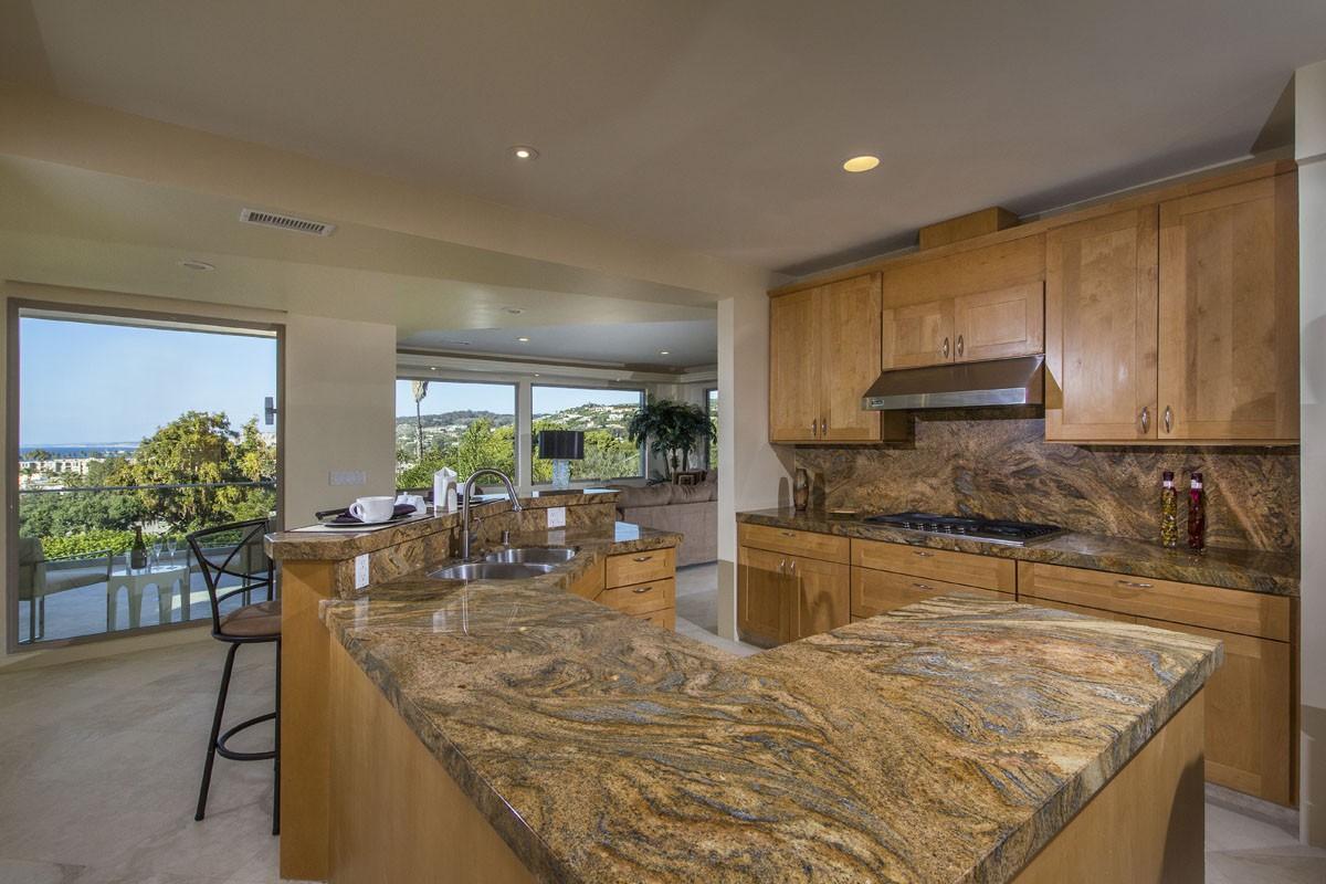 Maison unifamiliale pour l Vente à 2075 Torrey Pines Road La Jolla, Californie, 92037 États-Unis