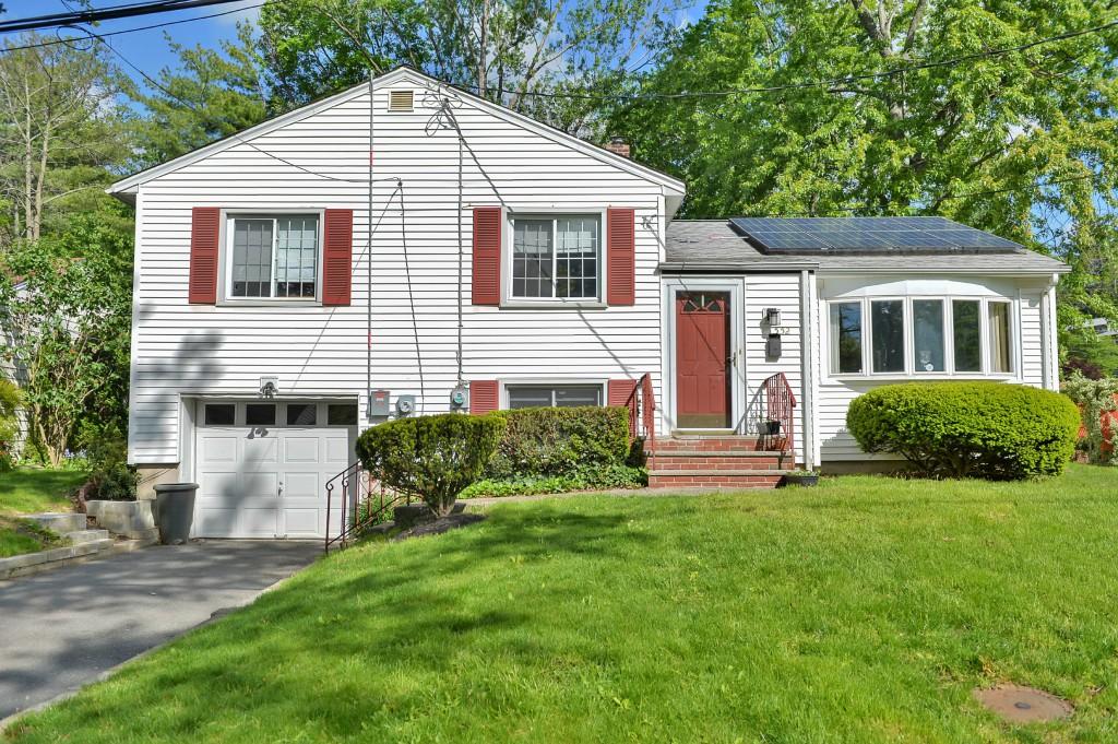 独户住宅 为 销售 在 Gregory Section Cape 552 Hillside Terrace 西奥兰治, 新泽西州 07052 美国