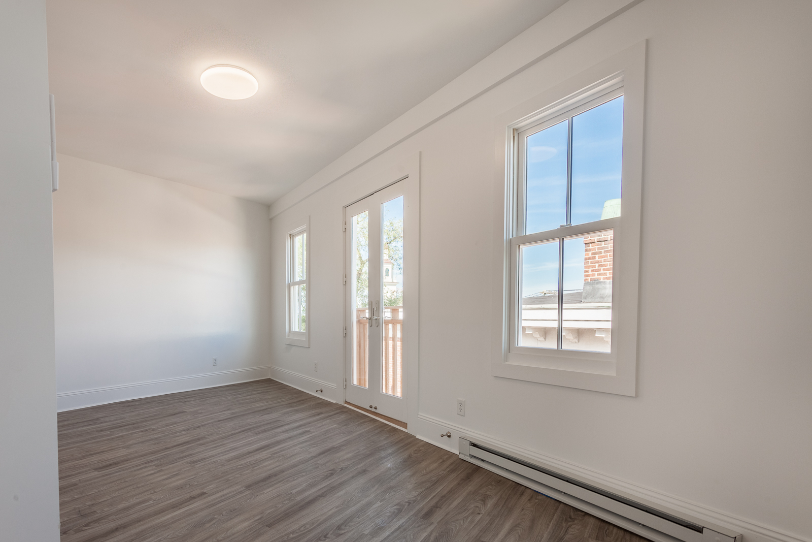 Additional photo for property listing at Broadway Condominium 8-10 Broadway #3 Newport, Rhode Island 02840 United States