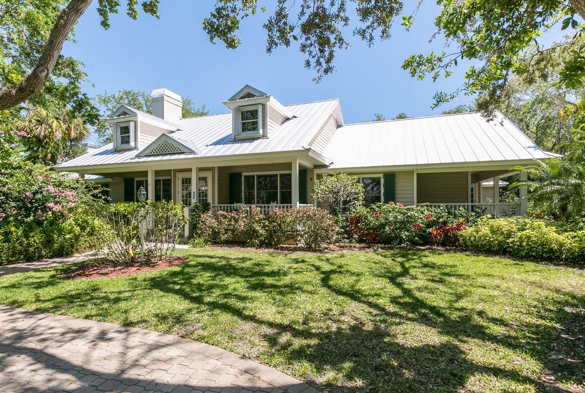 Einfamilienhaus für Verkauf beim Ocean To River Living 550 N Sundance Trail Vero Beach, Florida, 32963 Vereinigte Staaten