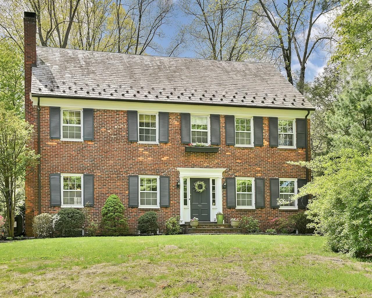 Casa Unifamiliar por un Venta en Classic Brick Colonial 27 Gordon Place Verona, Nueva Jersey 07044 Estados Unidos