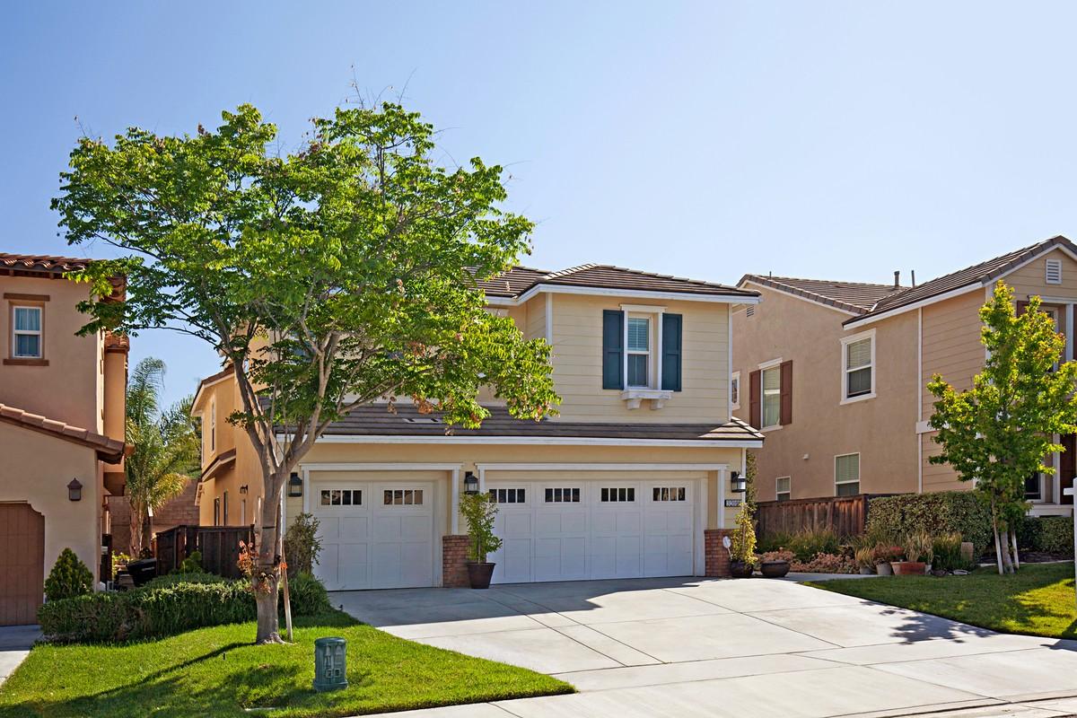 Single Family Home for Sale at 32016 Mallard Way Temecula, California 92592 United States