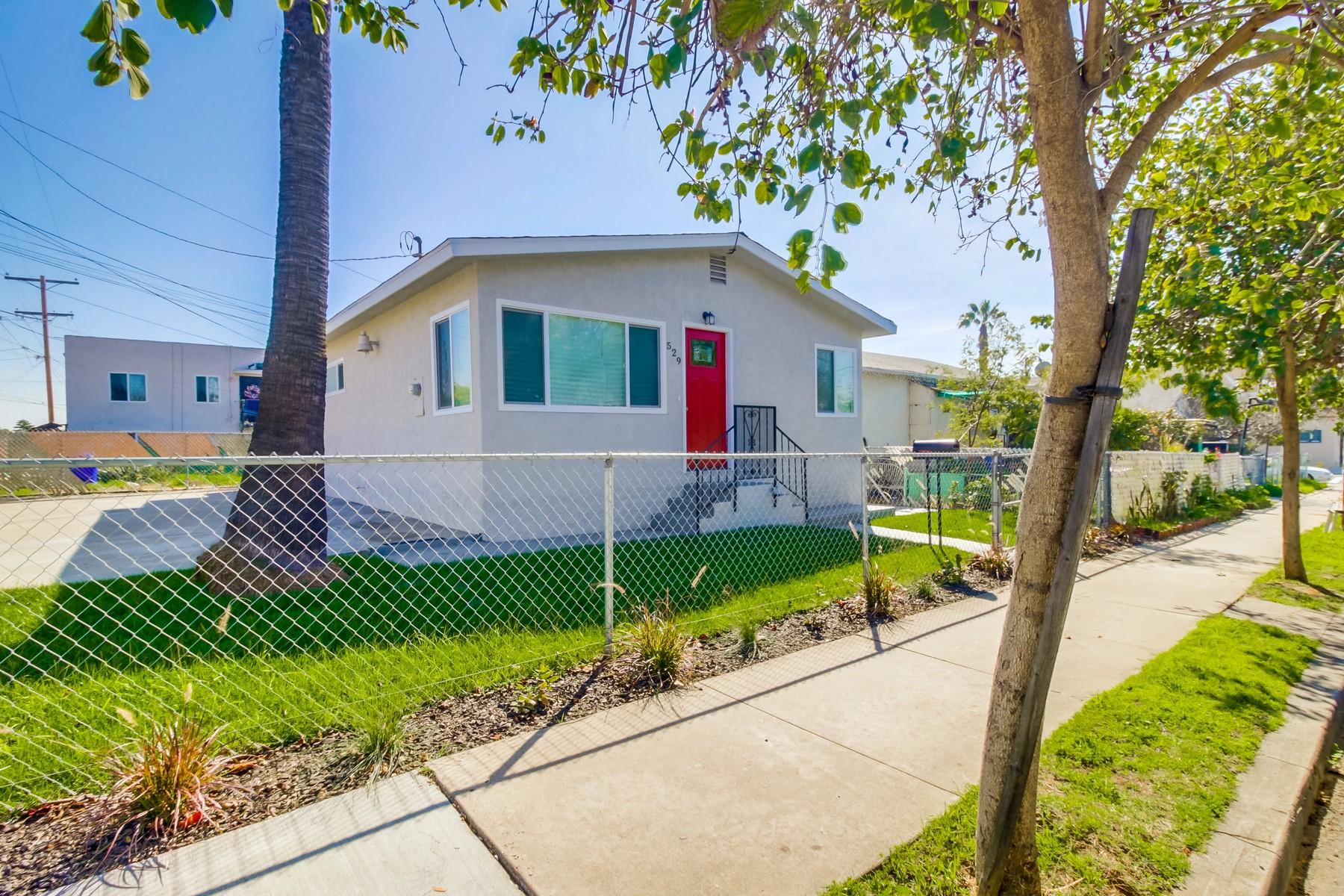 独户住宅 为 销售 在 529 Sicard Logan Heights, 圣地亚哥, 加利福尼亚州, 92113 美国