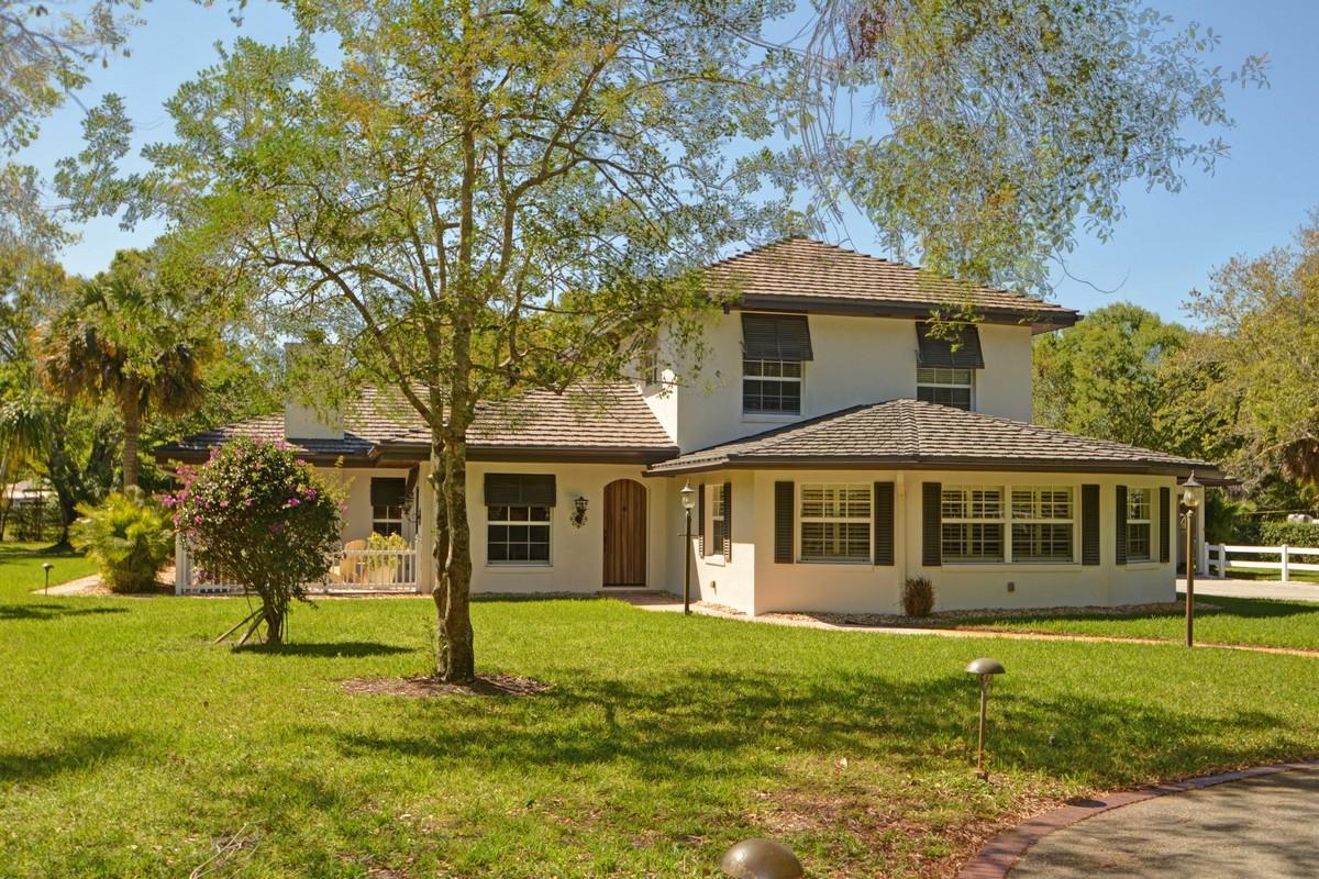 Casa Unifamiliar por un Venta en Amazing Home With Cabana on 2.27 Acres 3240 16th Street Vero Beach, Florida, 32960 Estados Unidos