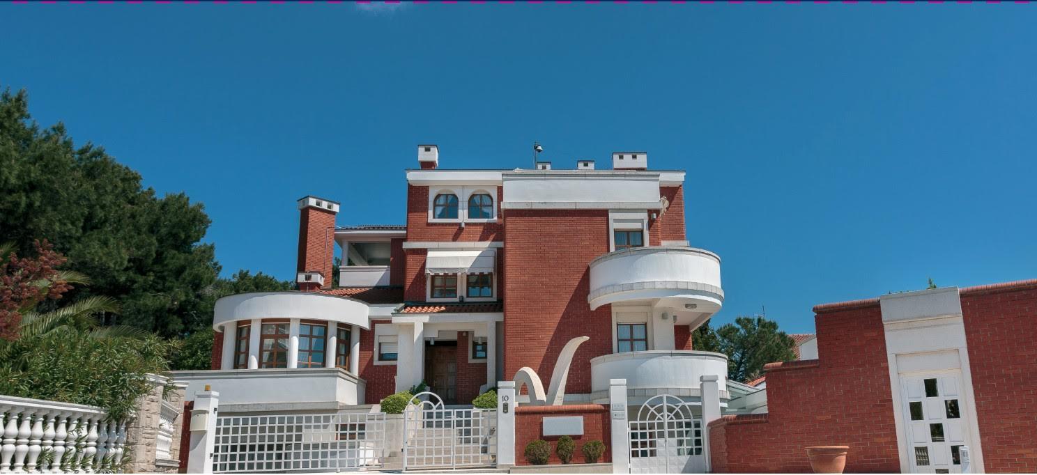 Einfamilienhaus für Verkauf beim Unique Villa Pula, Istria, 52100 Croatia