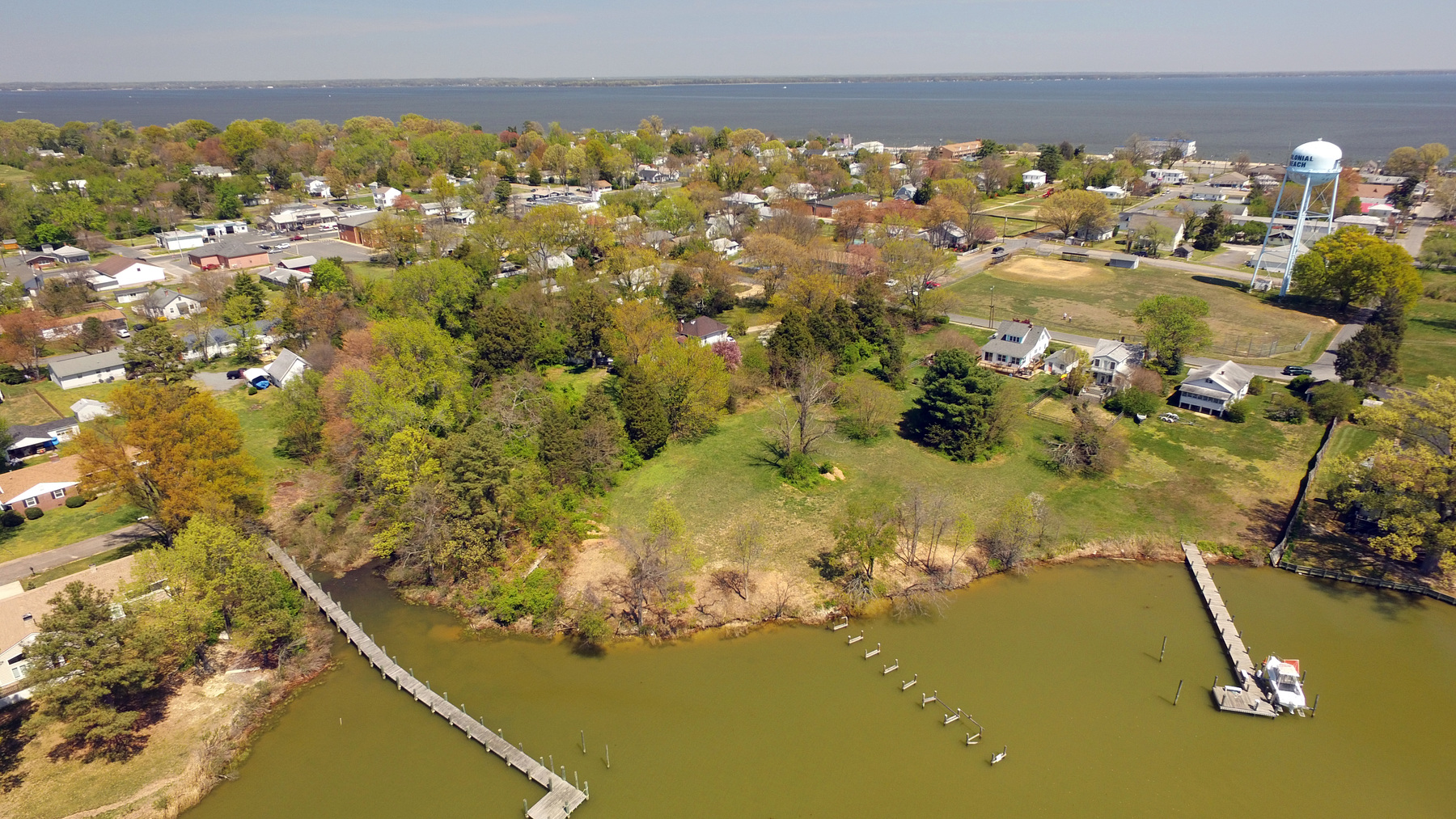 土地 為 出售 在 300 Lynnhaven Avenue, Colonial Beach Colonial Beach, 弗吉尼亞州 22443 美國