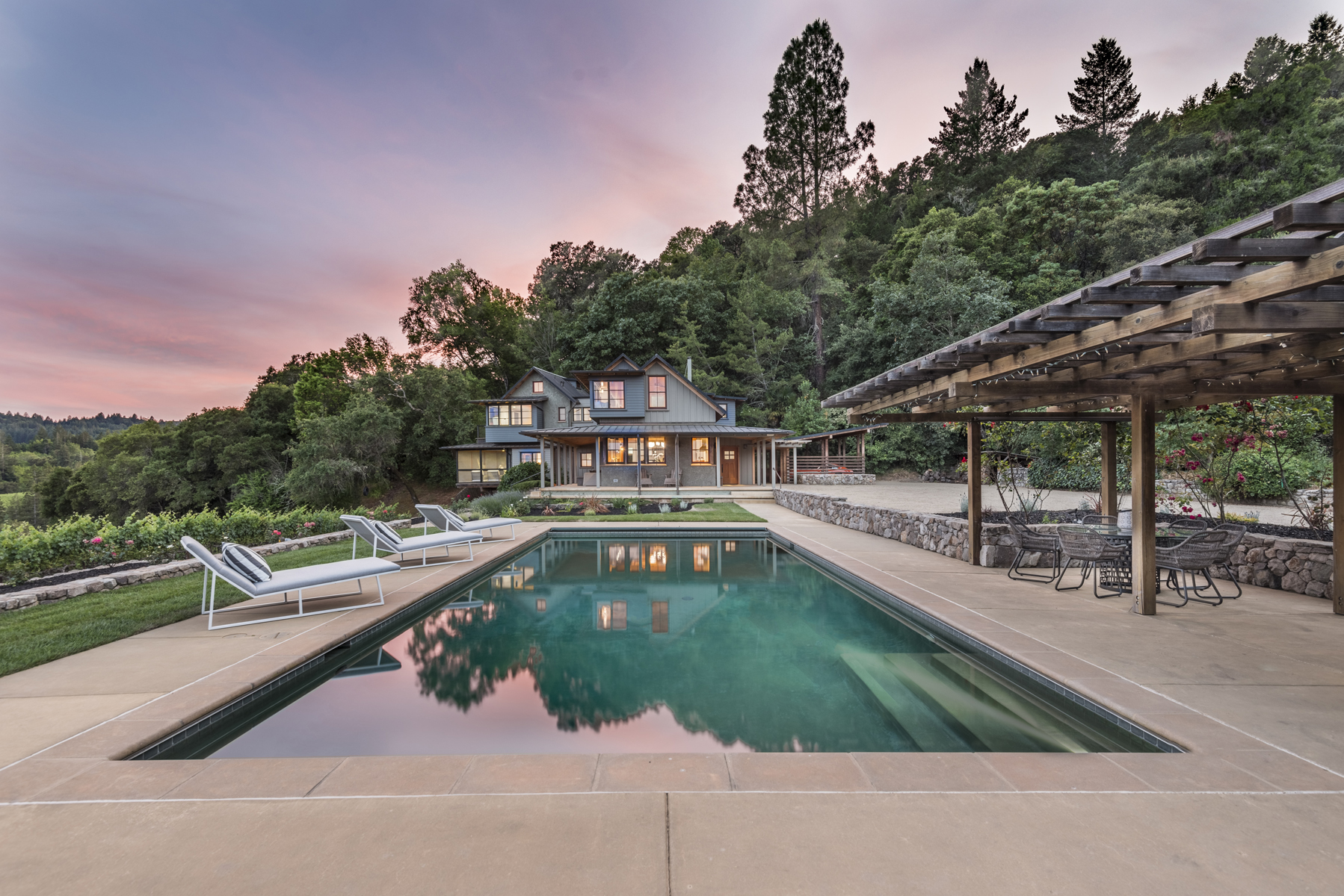 Vivienda unifamiliar por un Venta en Sophisticated Farmhouse Style Overlooking Incomparable Views 1871 Mount Veeder Road Napa, California, 94558 Estados Unidos