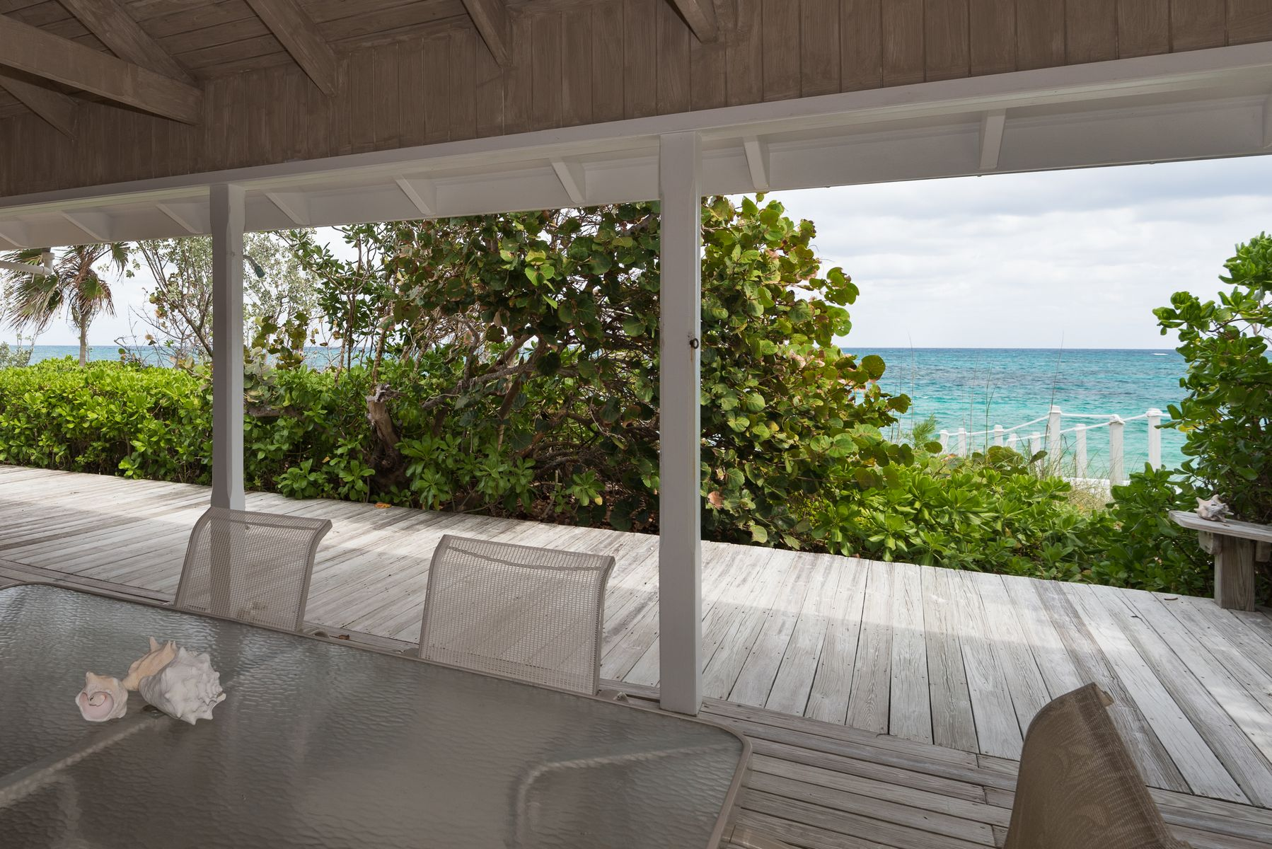 Additional photo for property listing at Cookie on The Rocks Elbow Cay Hope Town, Abaco Bahamas