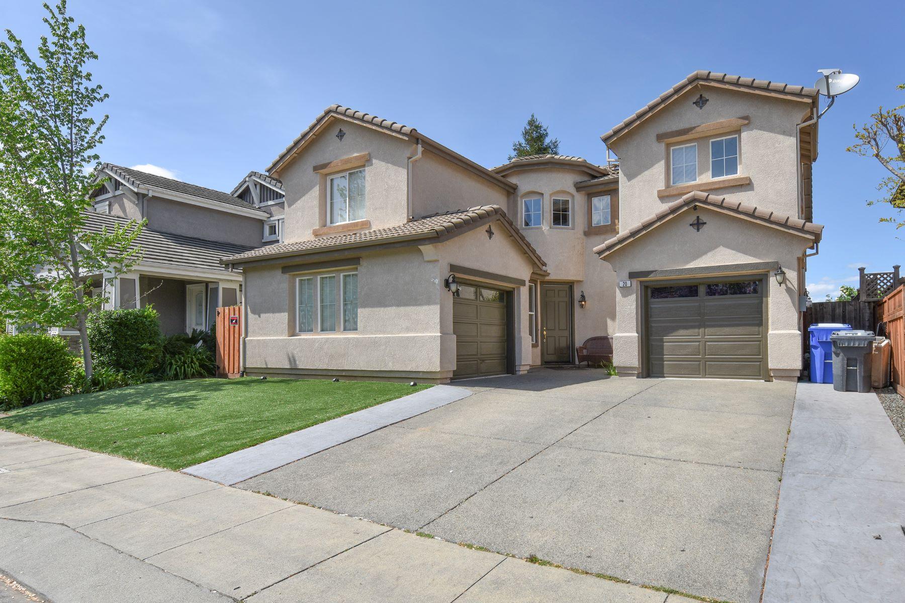 Casa Unifamiliar por un Venta en A Spacious and Elegant Home with an Open Floor Plan 20 Blackberry Drive Napa, California, 94558 Estados Unidos