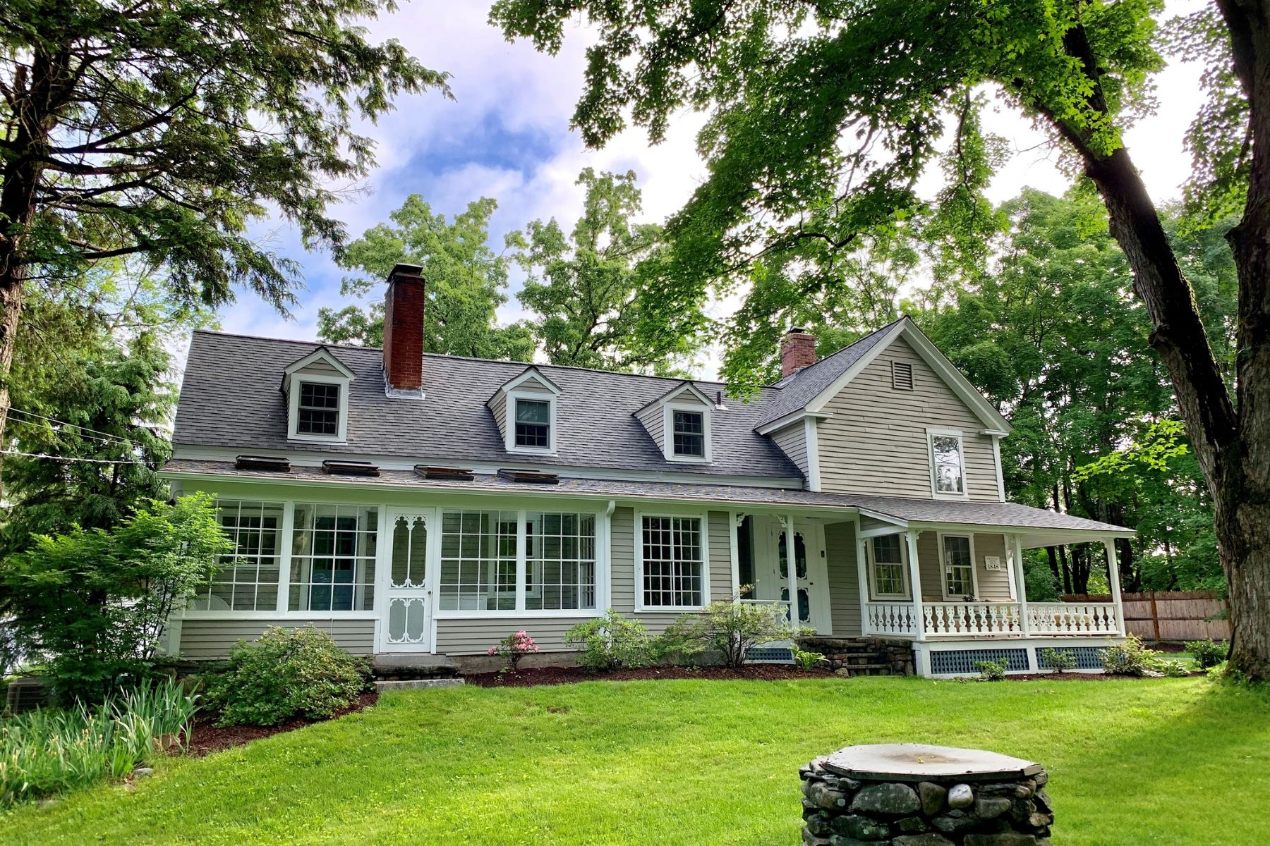 Single Family Homes for Sale at 40 Brook St Acton, Massachusetts 01720 United States