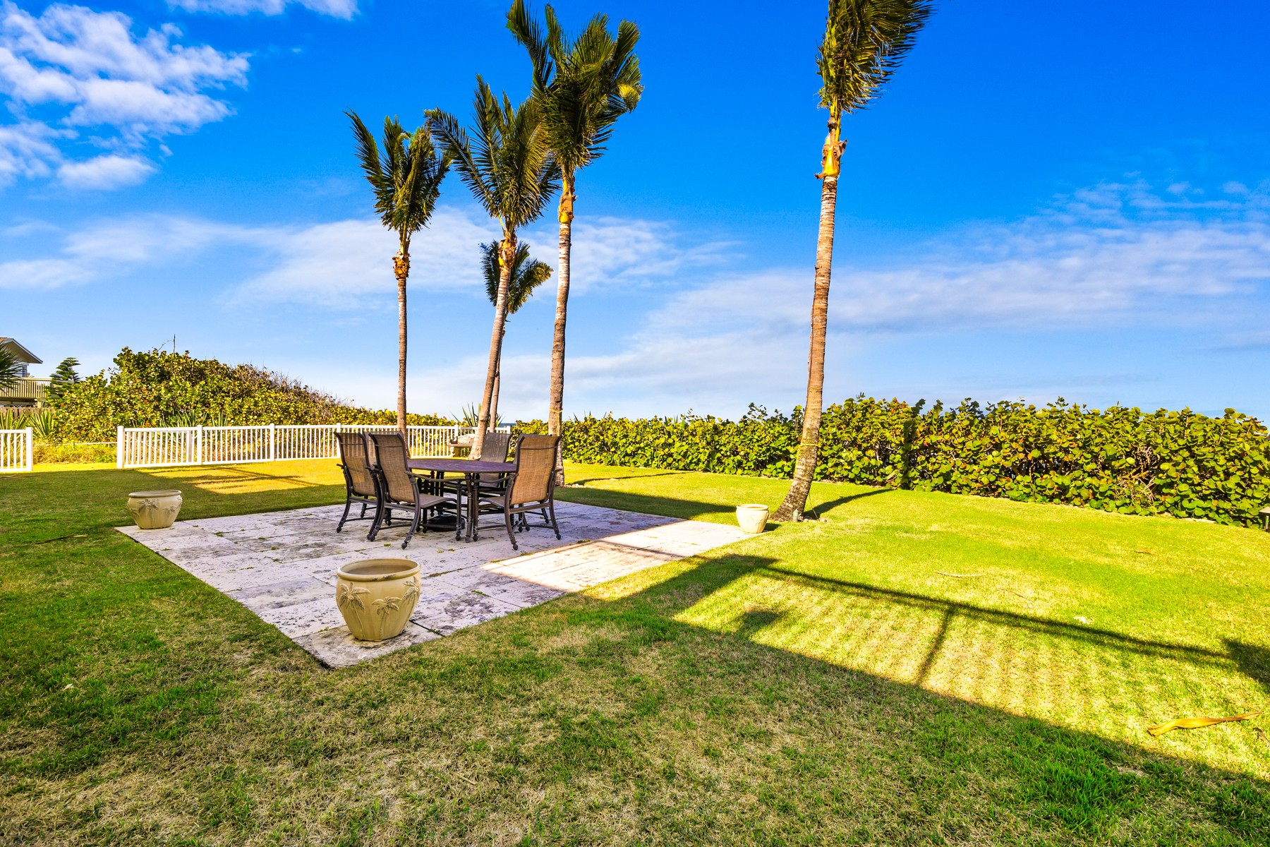 Additional photo for property listing at Gorgeous Tropically Landscaped Home with Endless Ocean Vistas 5045 S Highway A1A Melbourne Beach, Florida 32951 United States