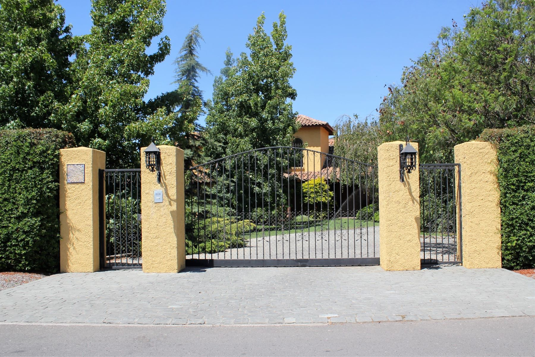 Maison unifamiliale pour l Vente à Spectacular chilean style country living property located in exclusive Golf Club Talagante, Talagante, Region Metropolitana De Santiago Chili
