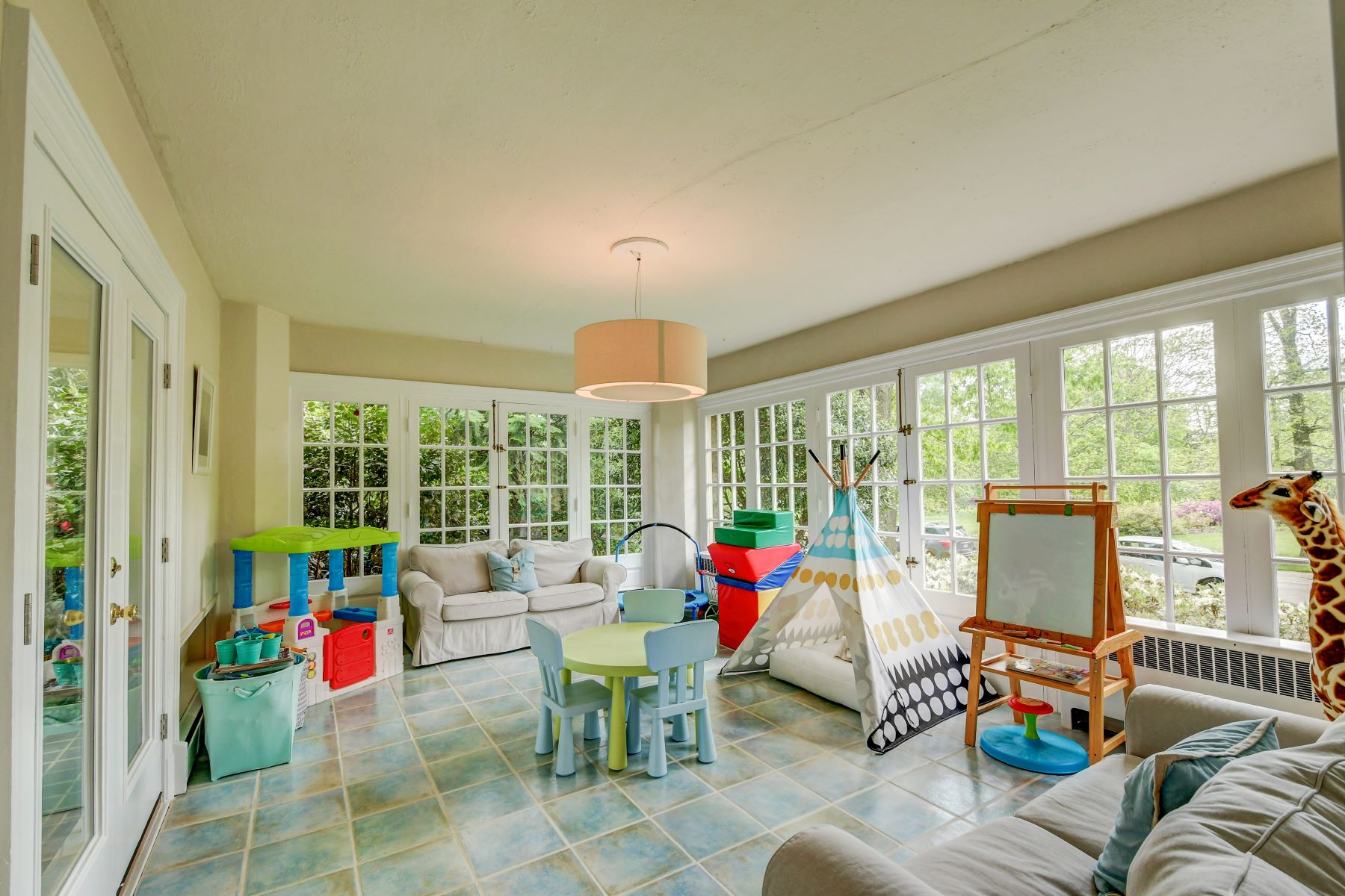 Additional photo for property listing at Guilford 4311 Underwood Road, Baltimore, メリーランド 21218 アメリカ