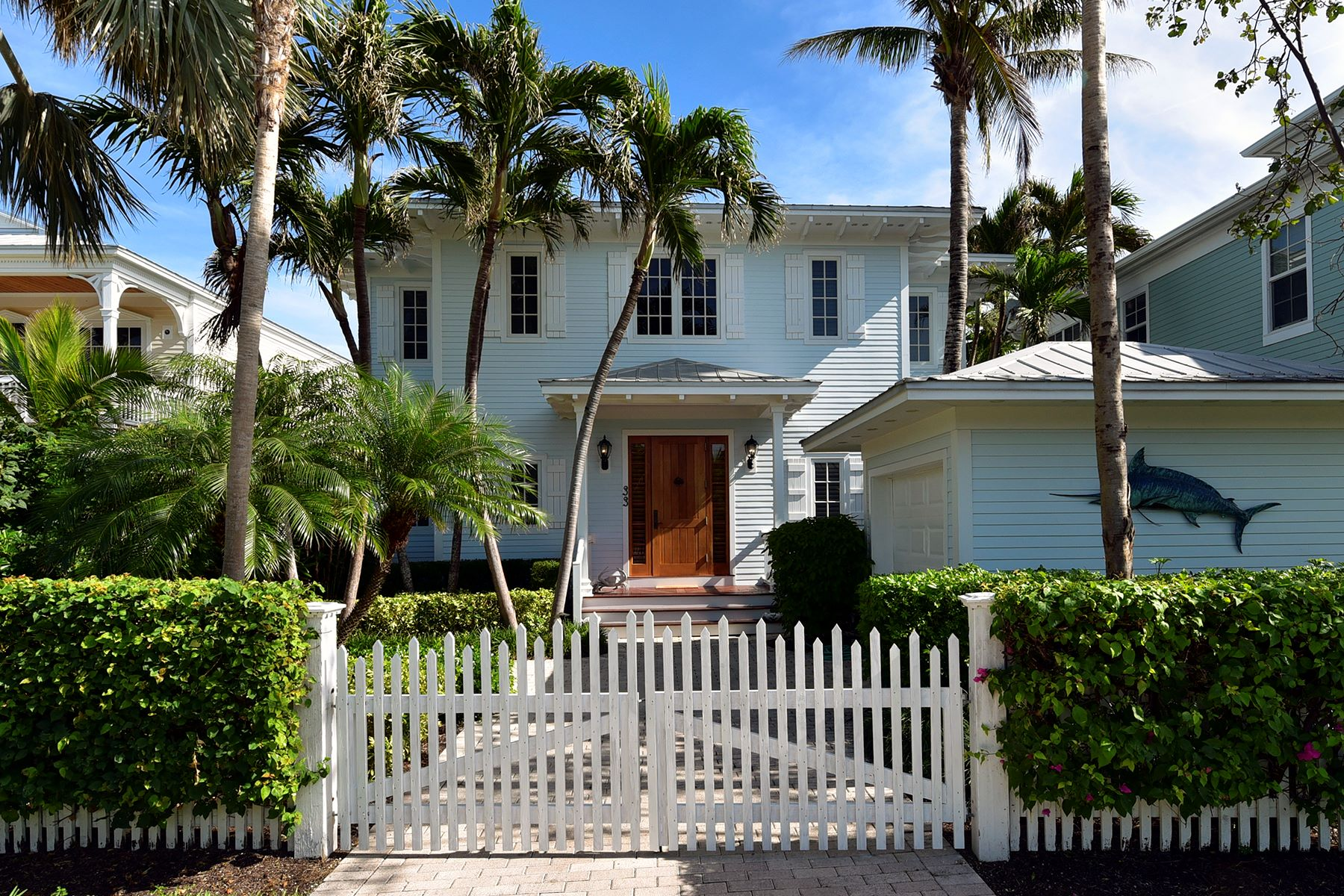 Maison unifamiliale pour l Vente à Waterfront Home on Oversized Lot 33 Sunset Key Drive, Key West, Florida, 33040 États-Unis