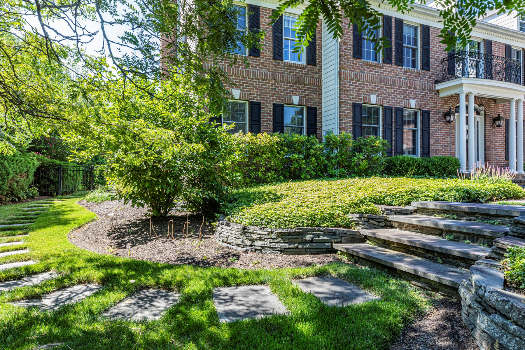 Additional photo for property listing at Luxury, Livability, and an Incomparable Backyard 129 Stone Cliff Road, Princeton, New Jersey 08540 United States