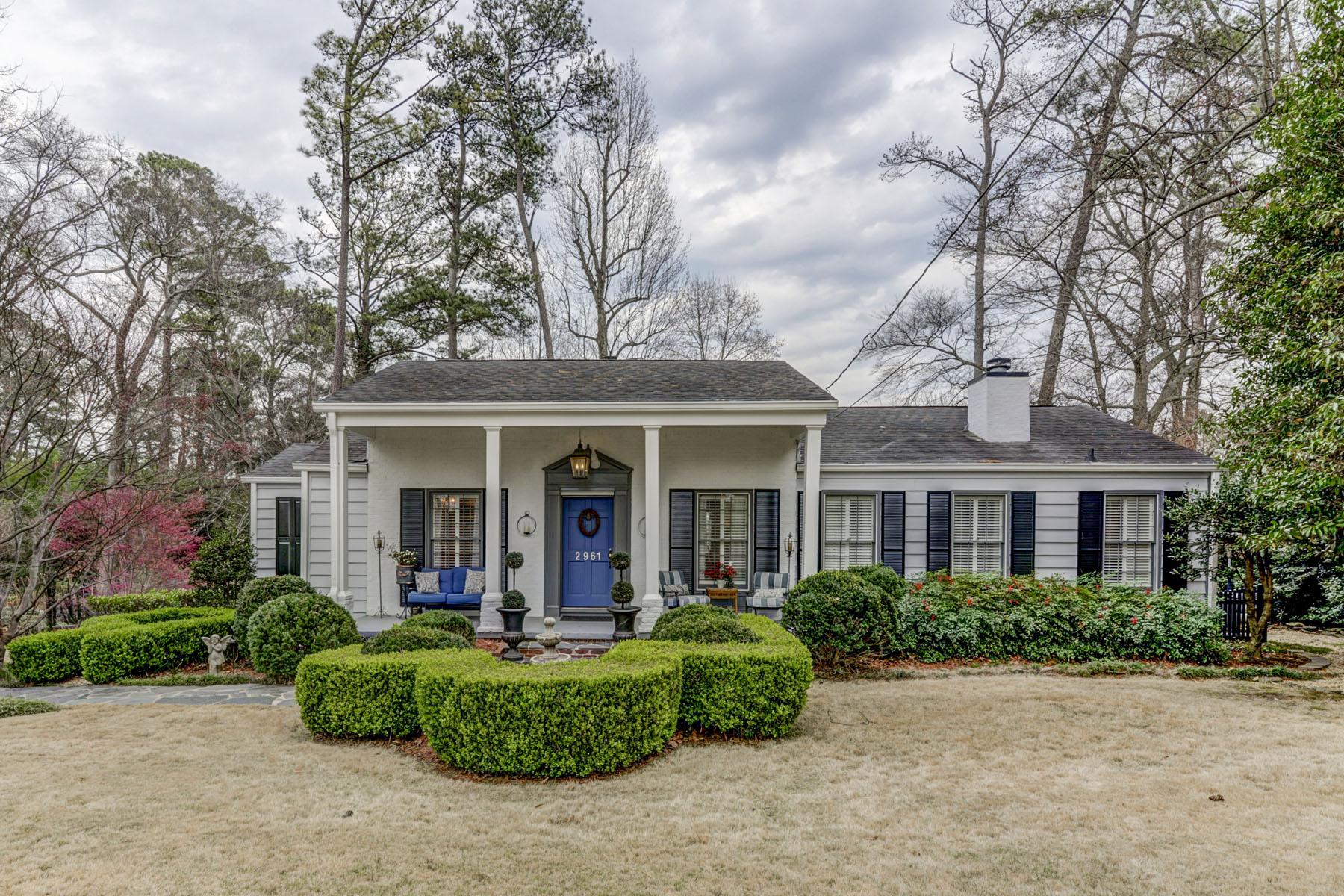獨棟家庭住宅 為 出售 在 Hidden Gem in Popular Pine Hills 2961 West Roxboro Rd Pine Hills, Atlanta, 喬治亞州, 30324 美國