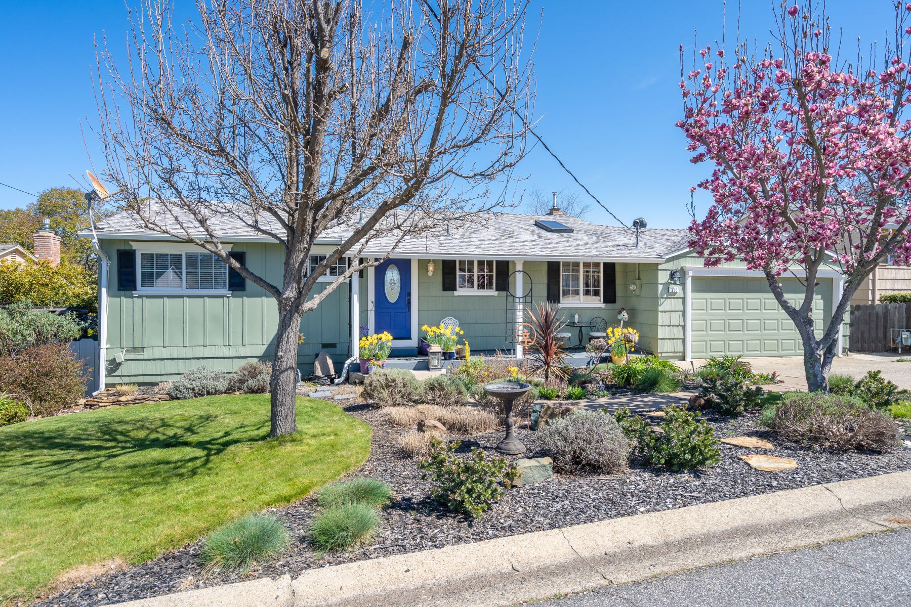 Single Family Home for Active at Sutter Creek Chamer 230 Patricia Lane Sutter Creek, California 95685 United States