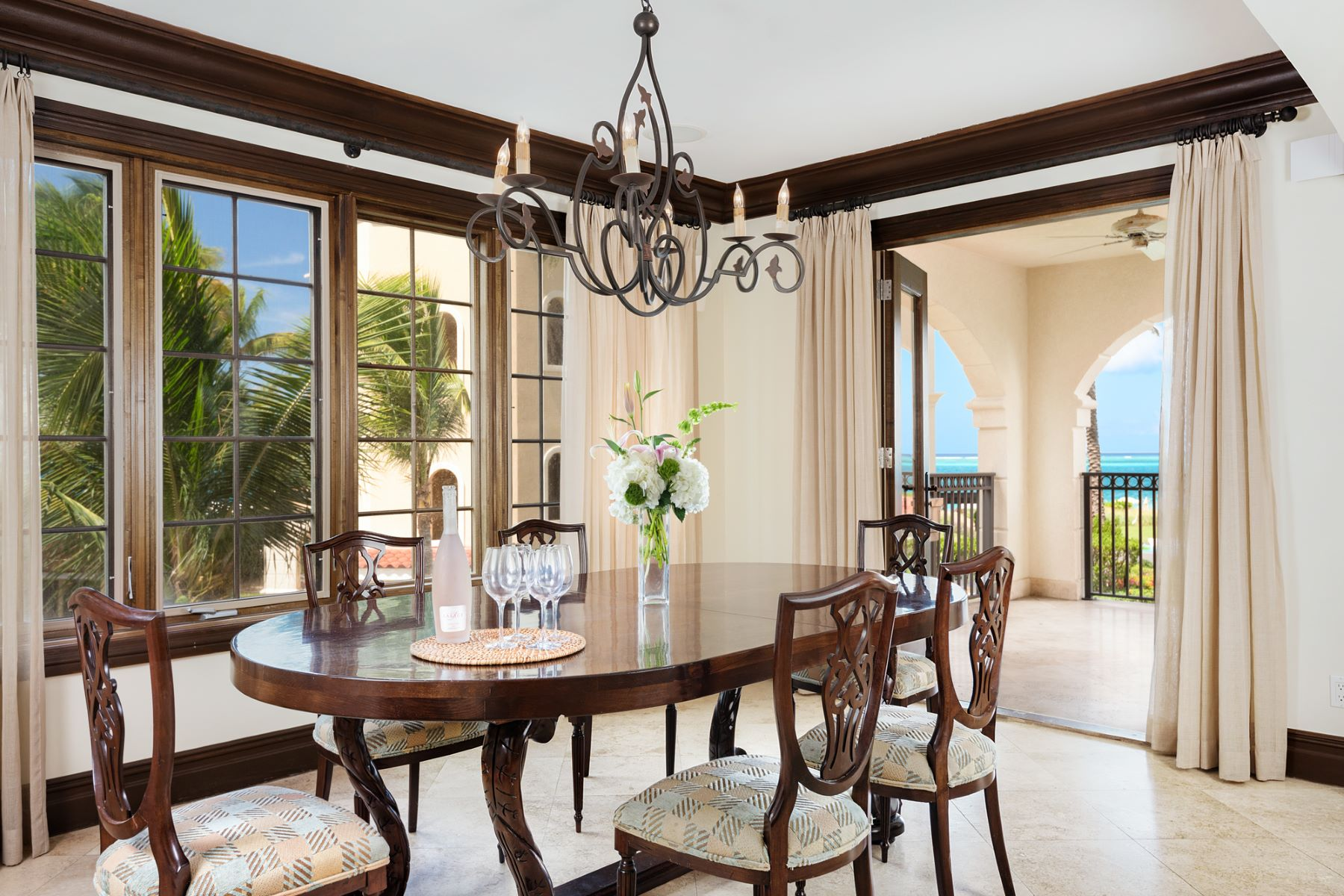 Additional photo for property listing at The Somerset D102 Beachfront The Somerset D102 Grace Bay, Providenciales TKCA 1ZZ Turks And Caicos Islands
