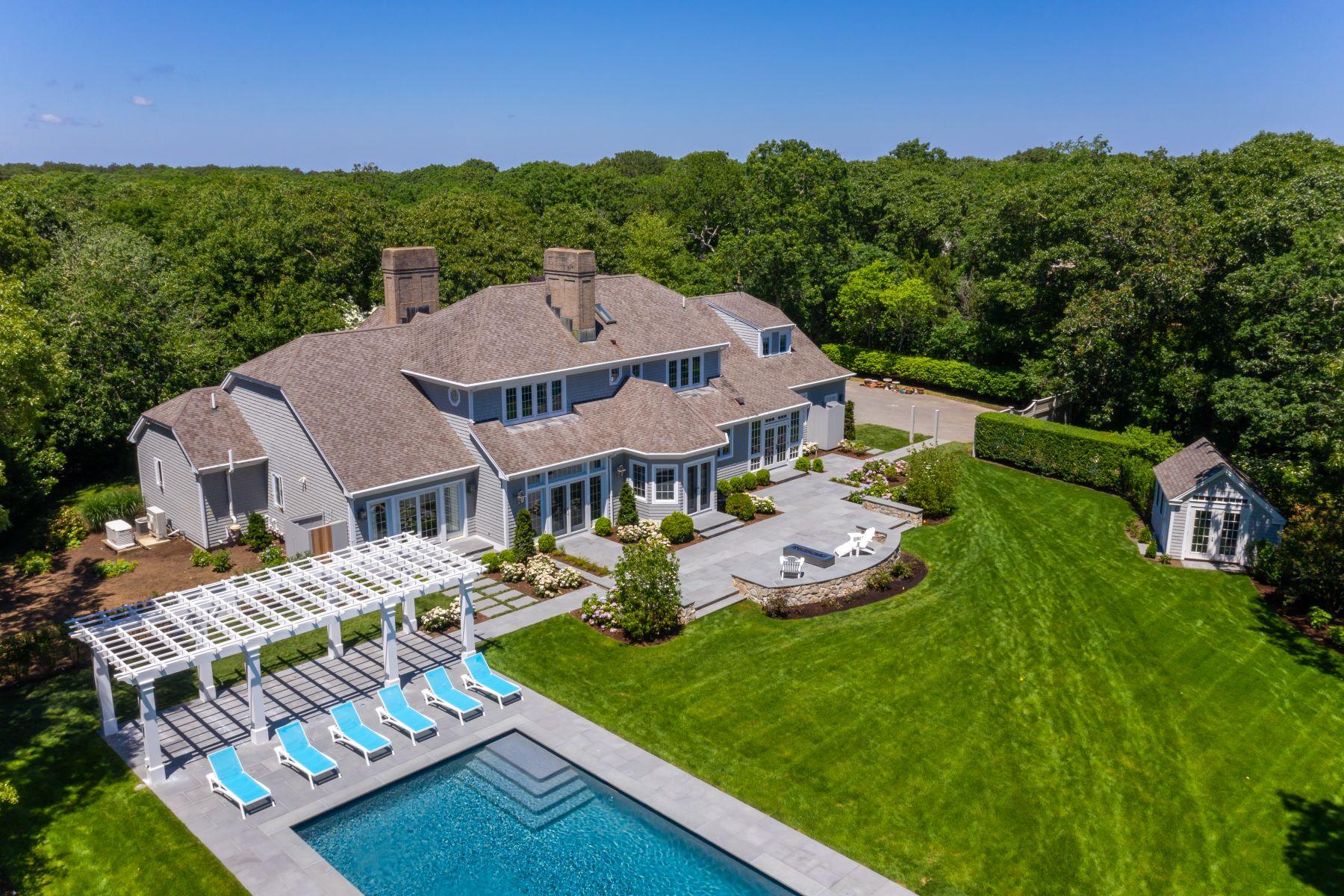Single Family Homes 为 销售 在 Stunning Coastal Home with Deepwater Dock 37 Witchwood Lane 埃德加敦, 马萨诸塞州 02539 美国