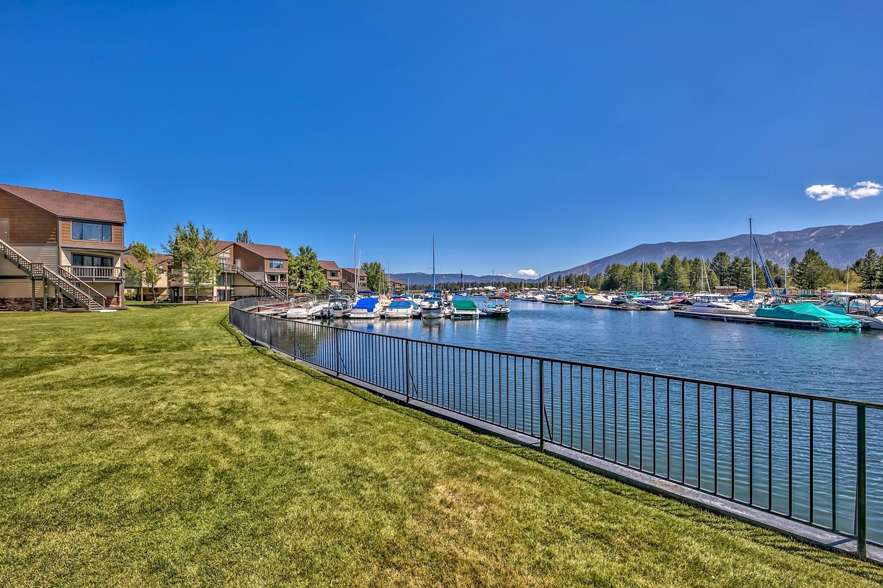 Additional photo for property listing at 555 Tahoe Keys Blvd. #13, South Lake Tahoe, CA 555 Tahoe Keys Blvd. #13 South Lake Tahoe, California 96150 United States