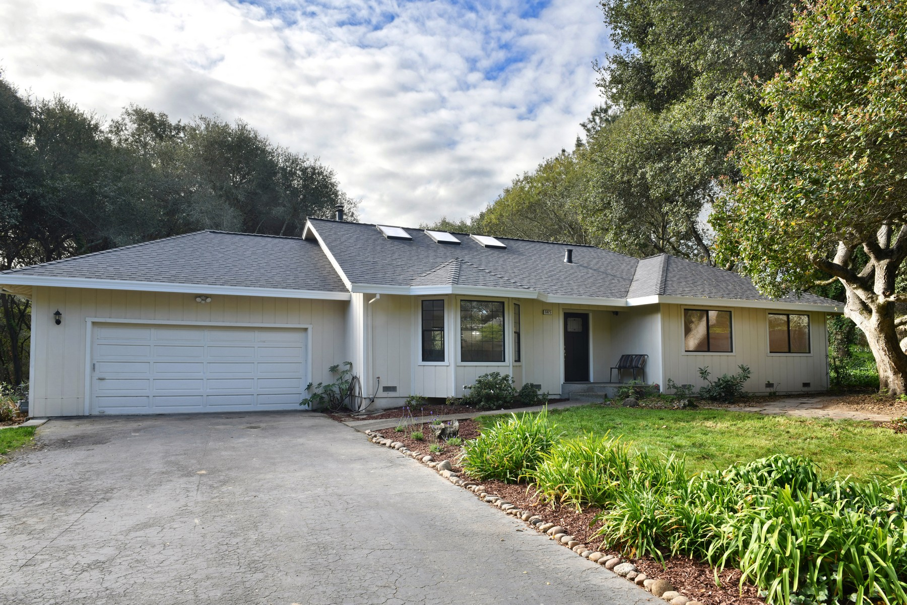 Single Family Homes for Active at 5925 Fredricks Road Sebastopol, California 95472 United States
