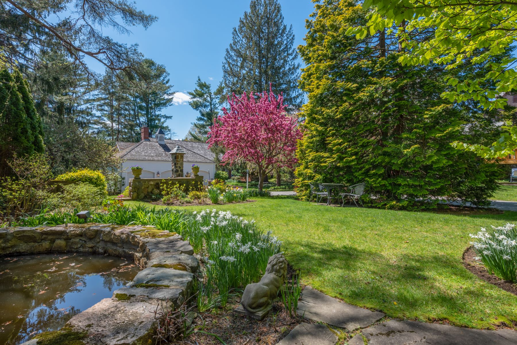 Single Family Homes for Active at Beautifully Appointed Retreat on Winchester Country Club 74 Arlington Street Winchester, Massachusetts 01890 United States