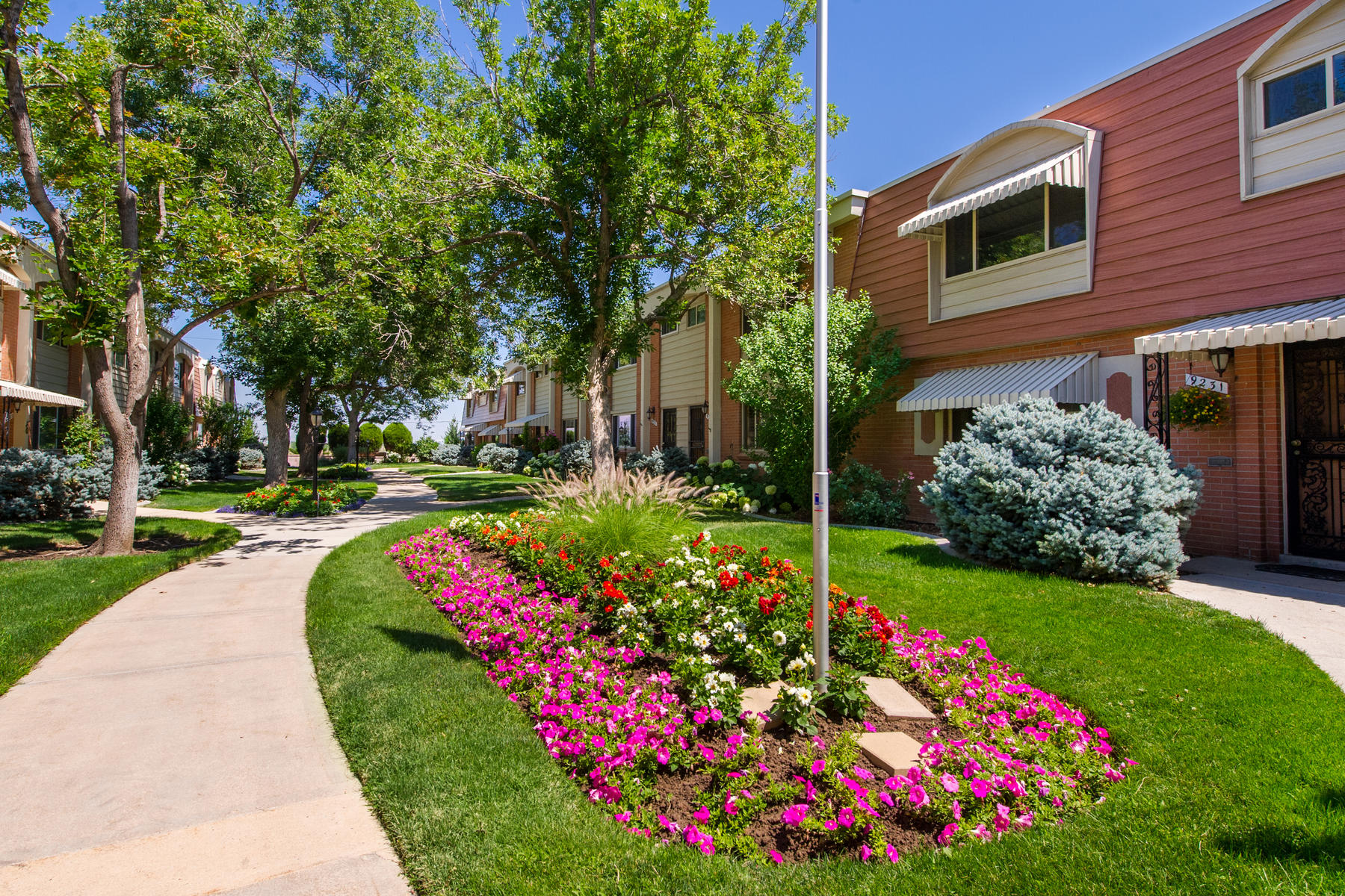 Townhouse for Active at Mid-Century Modern Style! 9215 East Center Avenue Denver, Colorado 80247 United States