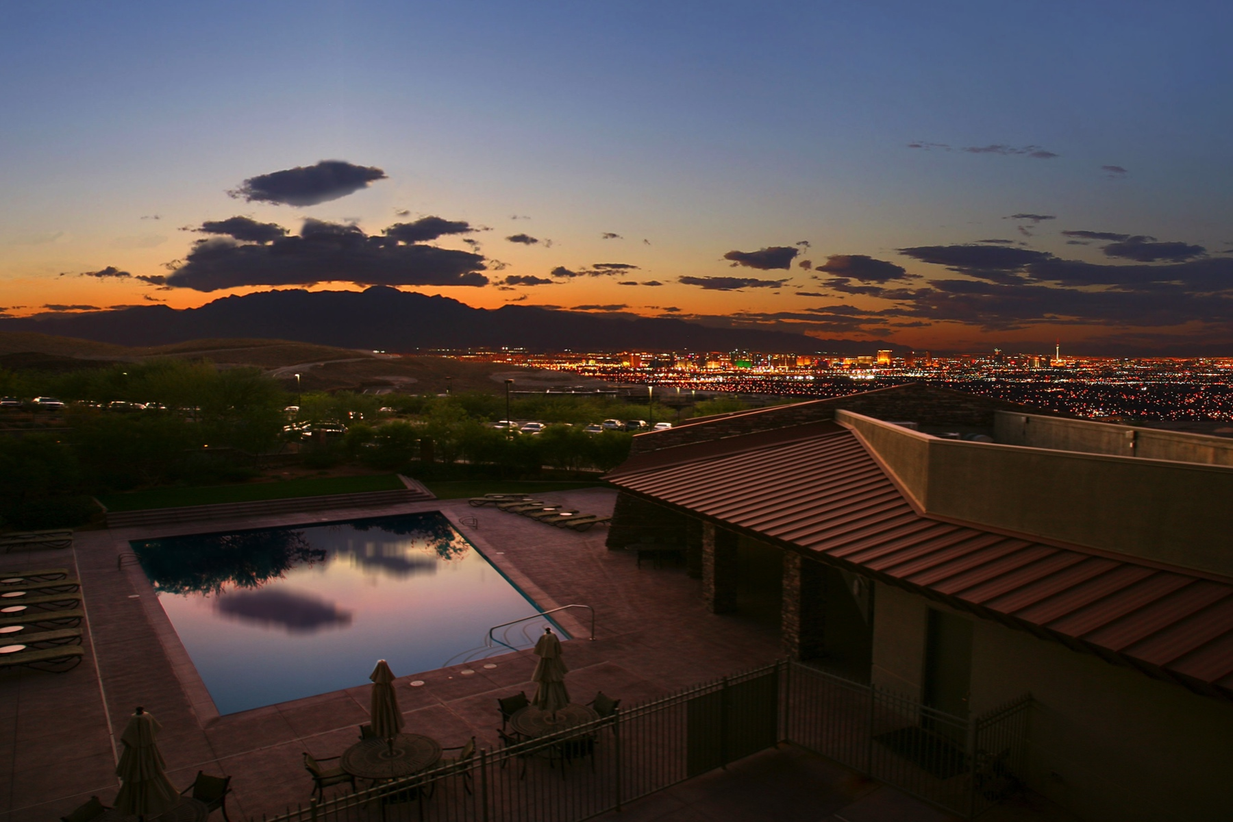 Additional photo for property listing at Bellatrix   New Modern Single Story with Infinity Pool & Strip Views 659 Palisade Rim Drive Henderson, Nevada 89012 United States