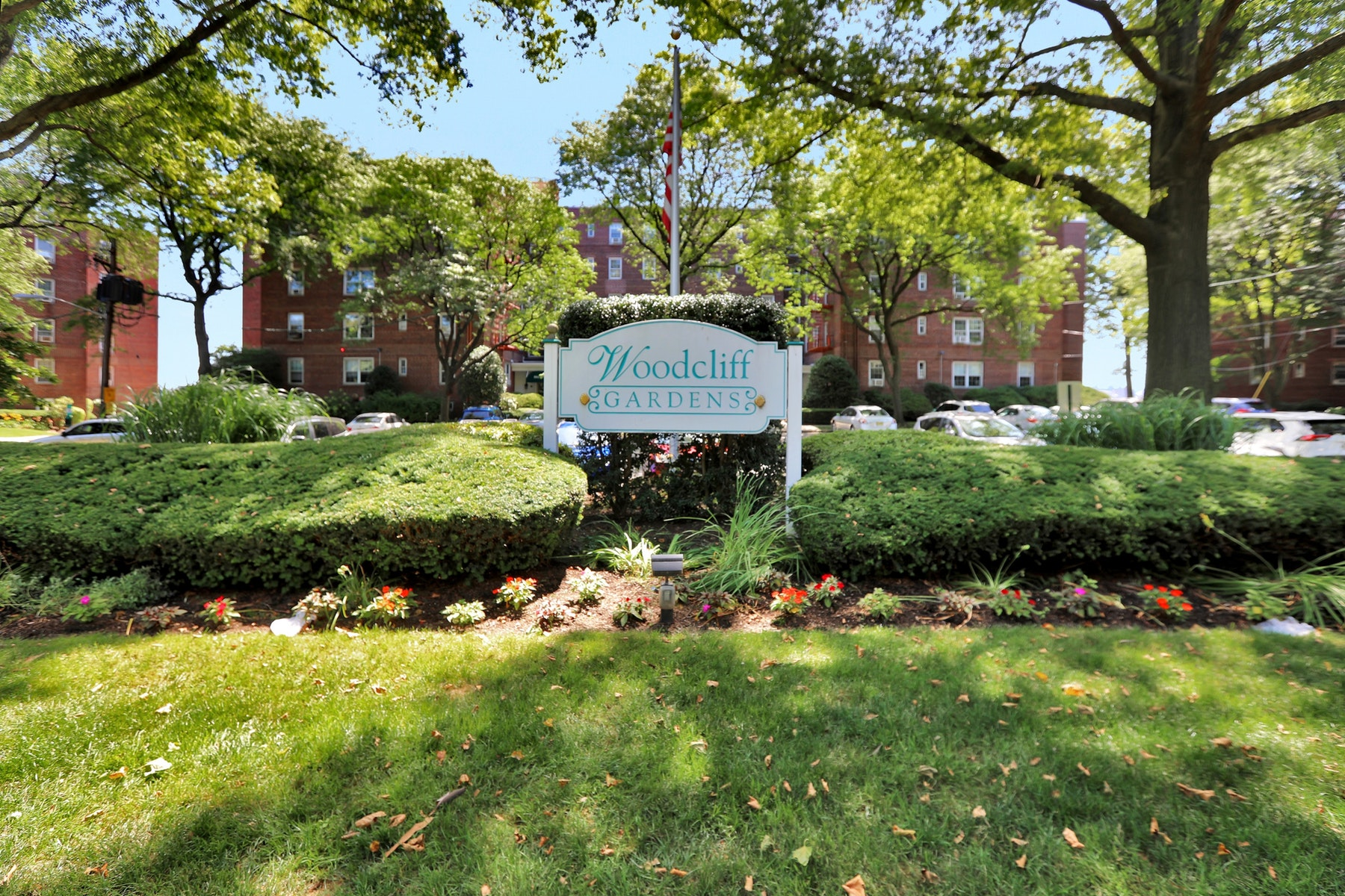 Co-op Properties for Sale at Woodcliff Gardens Renovated 8550 Boulevard East 3A North Bergen, New Jersey 07047 United States