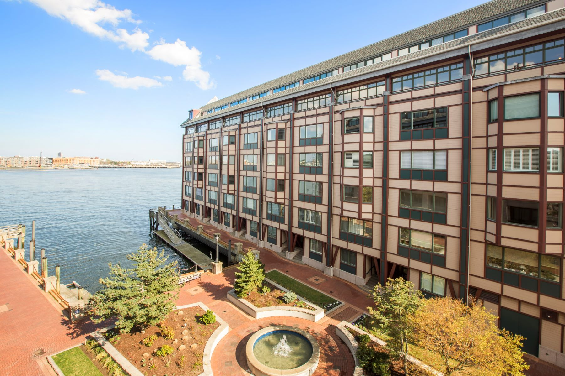 콘도미니엄 용 매매 에 Stunning Showplace At Sought-After Burroughs Wharf 50 Battery Street Unit 401/501 Waterfront, Boston, 매사추세츠, 02109 미국