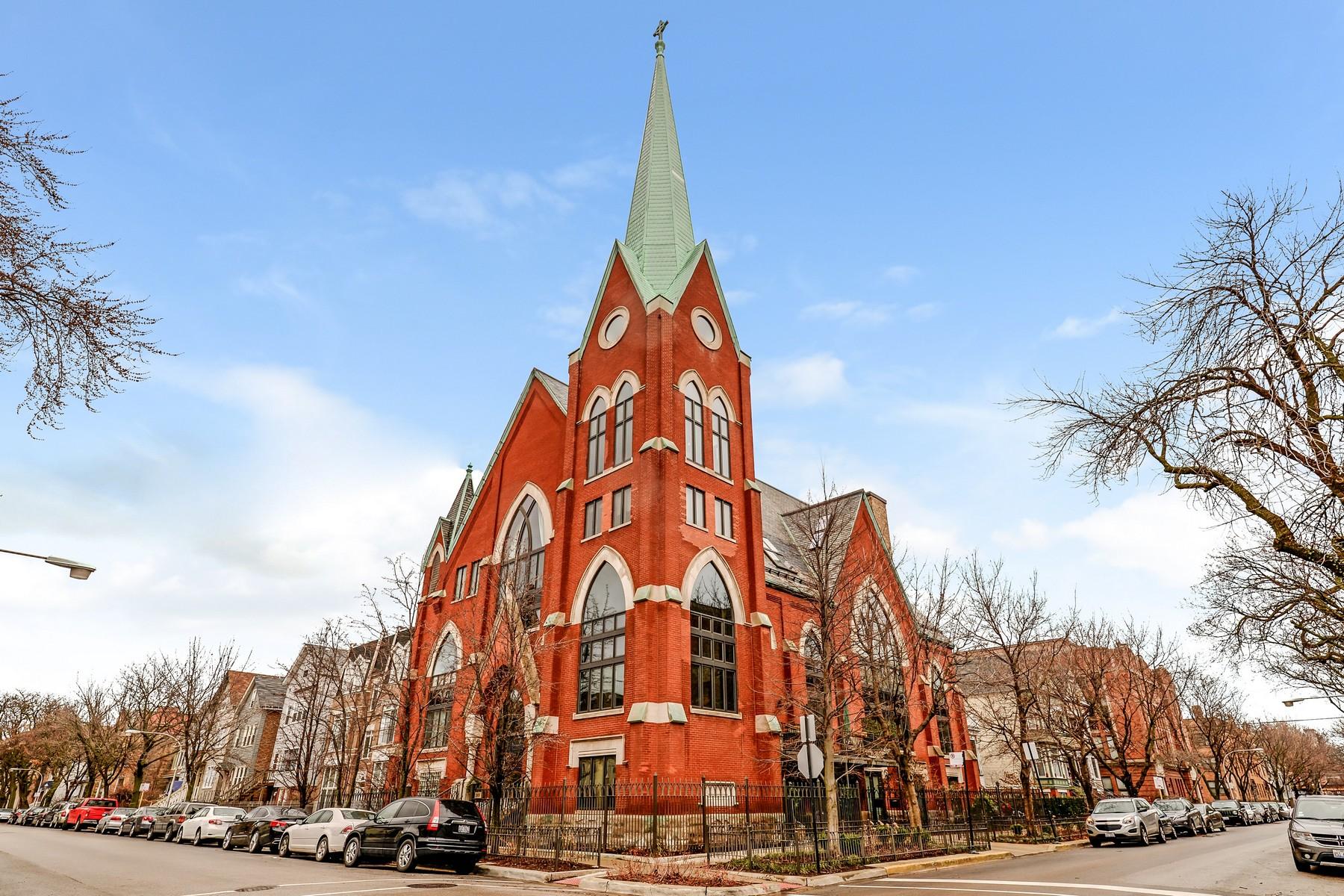Condomínio para Venda às Unique Historic Cathedral Condo in Lakeview 3101 N Seminary Avenue Unit D Lakeview, Chicago, Illinois, 60657 Estados Unidos