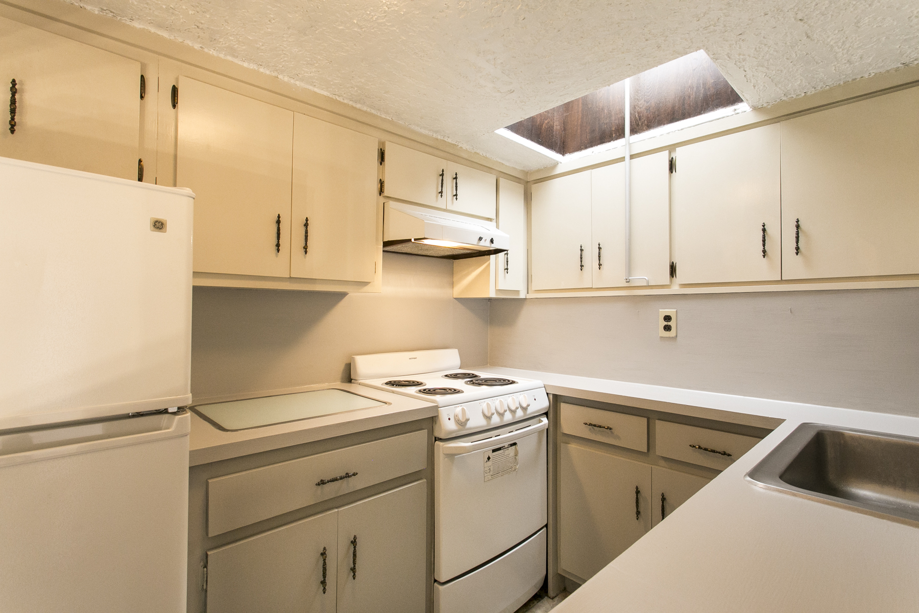 "Additional photo for property listing at ""LOFT LIVING AT ITS BEST"" 422 Burns Street, 3rd Floor, Forest Hills Gardens, Forest Hills, Nueva York 11375 Estados Unidos"