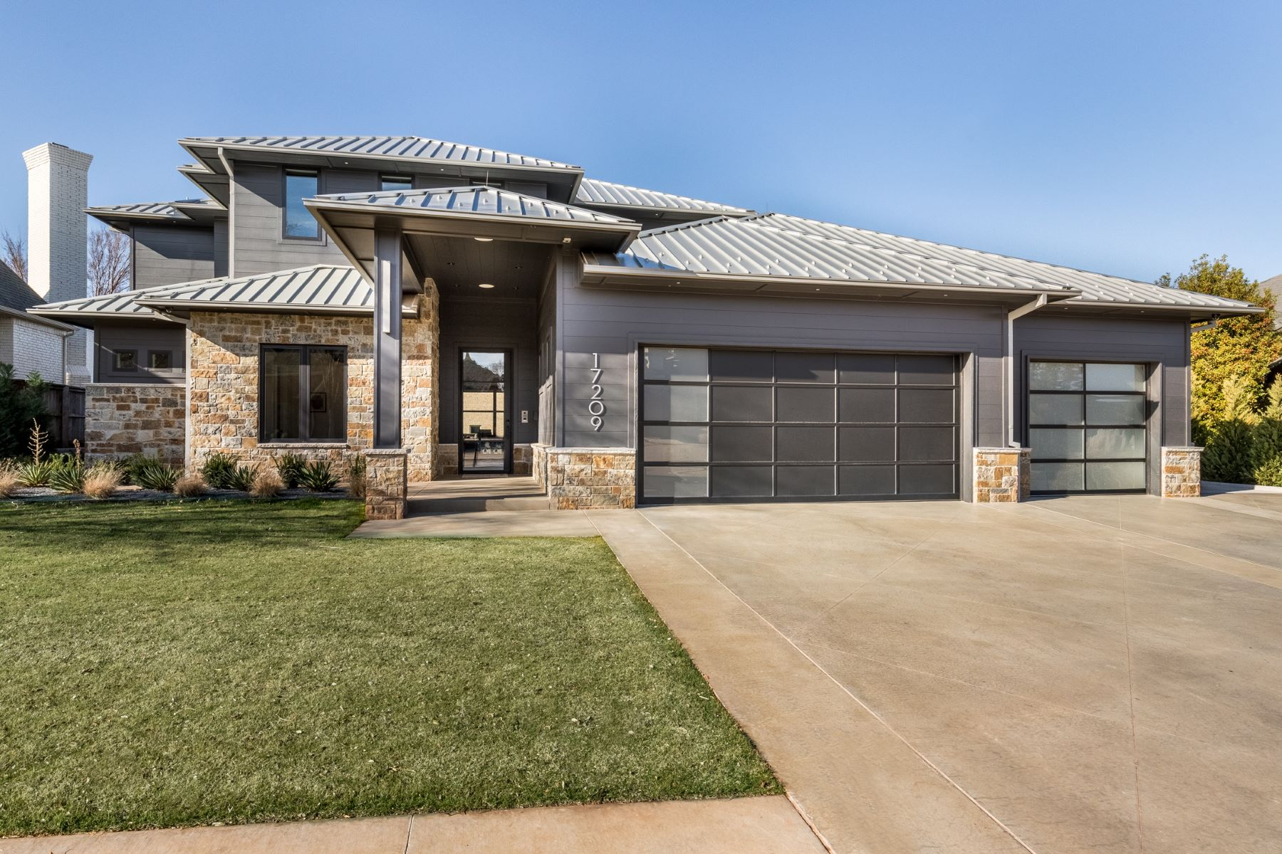 Single Family Homes for Sale at Luxury with a Lakeview 17209 Hawks Ridge Lane Edmond, Oklahoma 73012 United States
