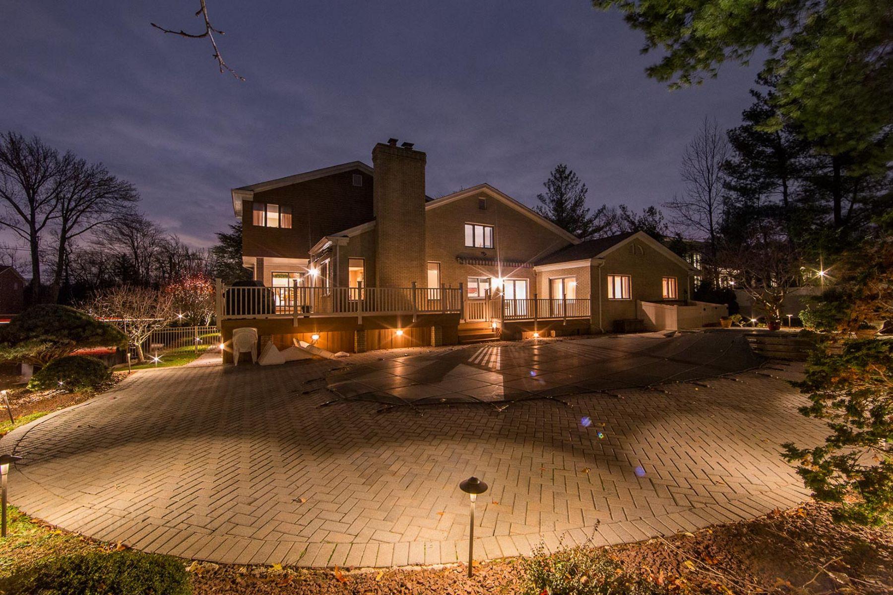 独户住宅 为 销售 在 Custom Built Colonial 185 Pershing Rd. 恩格尔伍德克利夫斯, 新泽西州 07632 美国