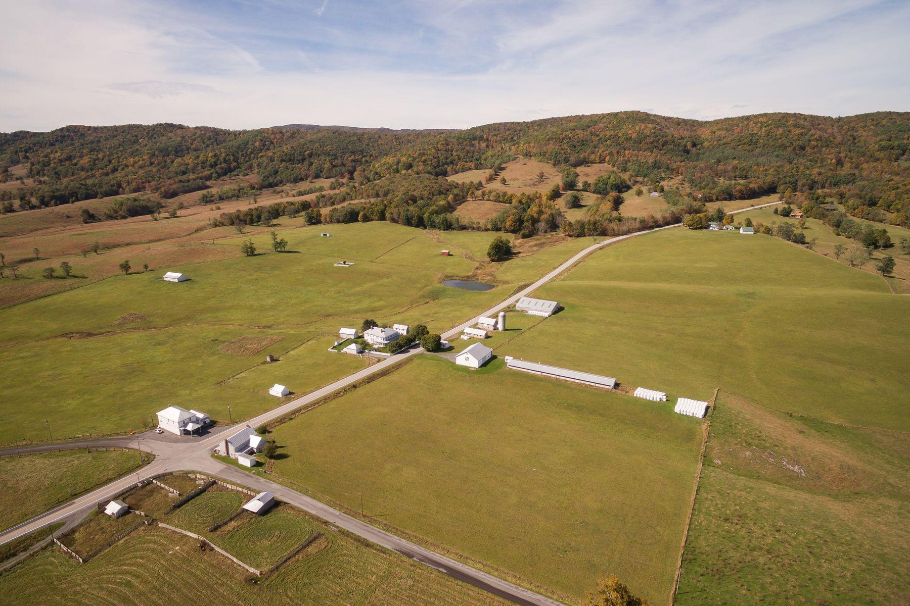 Ferme / Ranch / Plantation pour l Vente à Dividing Waters Farm 5573A Mountain Tpke Monterey, Virginia 24465 États-Unis