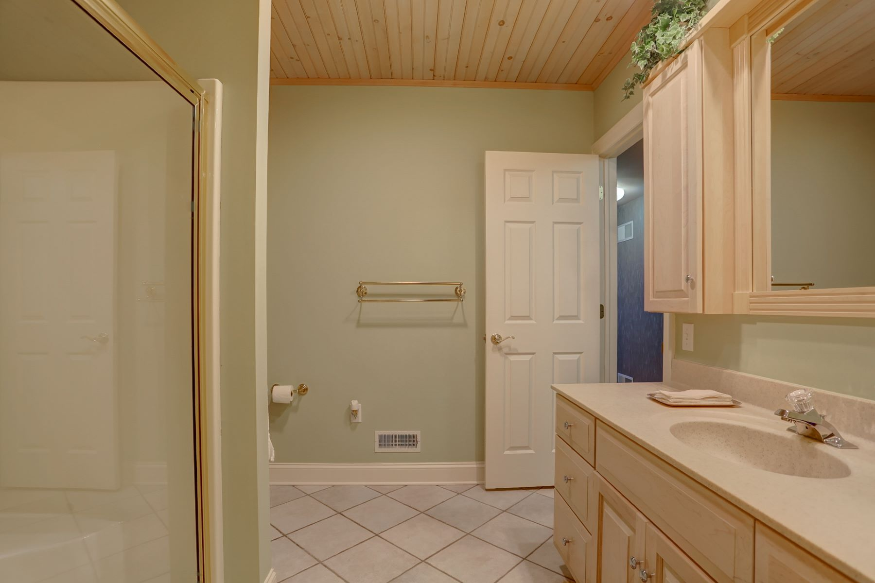 Additional photo for property listing at 354 N Farm Drive  Lititz, Pennsylvania 17543 United States
