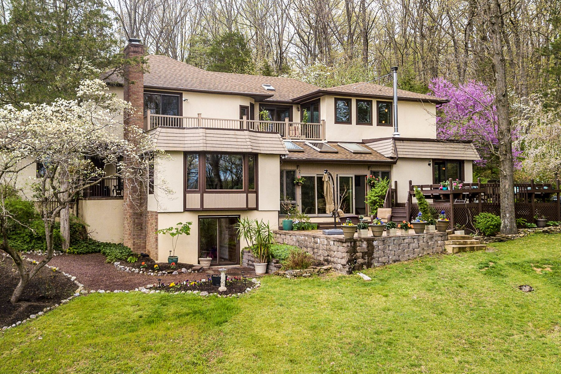 single family homes için Satış at Make Lasting Memories In This Wonderful Home! 430 Riegelsville Road, Milford, New Jersey 08848 Amerika Birleşik Devletleri