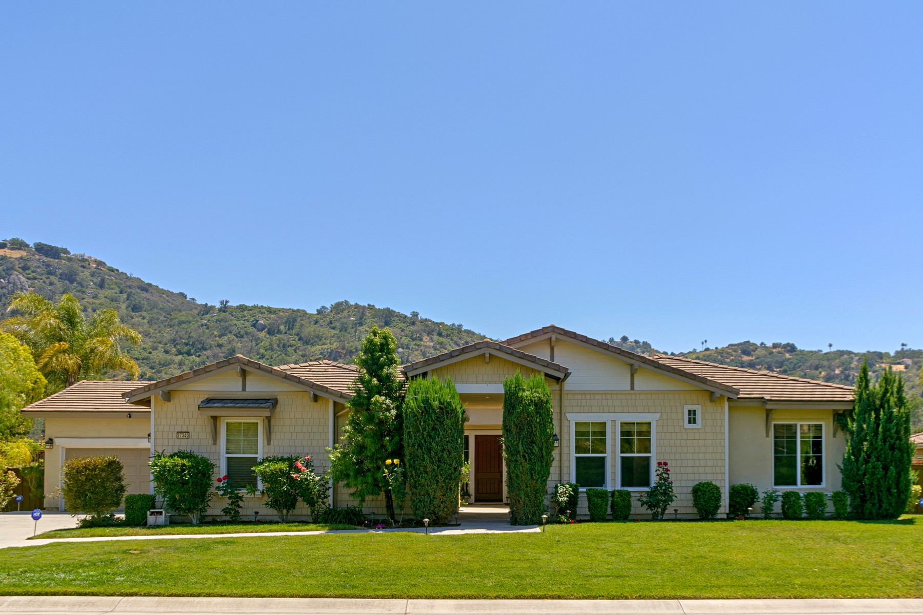 Single Family Home for Sale at 27340 Saint Andrews Lane Valley Center, California, 92082 United States