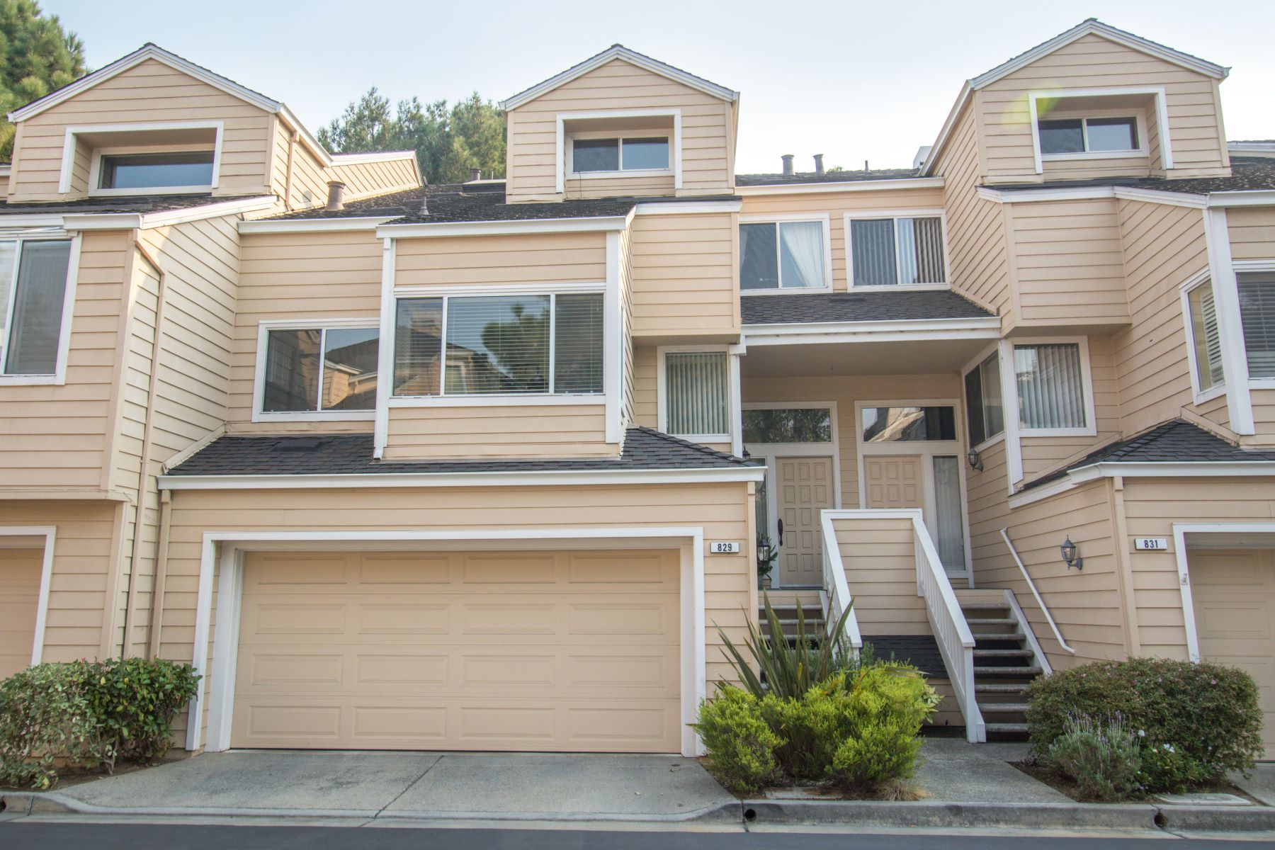 """Townhouse for Active at """"Regatta"""" Townhouse 829 Columbia Circle Redwood City, California 94065 United States"""