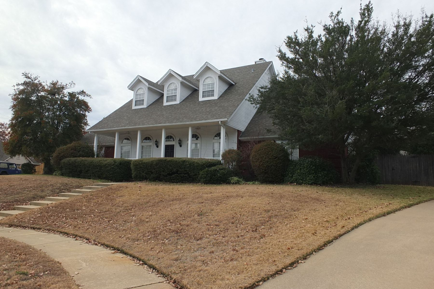 Single Family Homes for Active at 8329 Thornhaven Court North Richland Hills, Texas 76182 United States