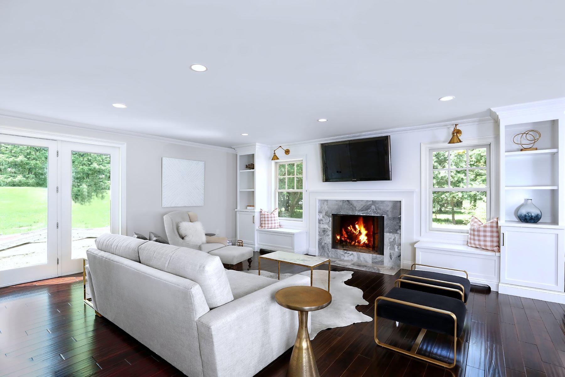 Maison unifamiliale pour l Vente à A Labor Of Love For Designer-Builder Owners 61 Oak Grove, Flemington, New Jersey 08822 États-UnisDans/Autour: Raritan Township