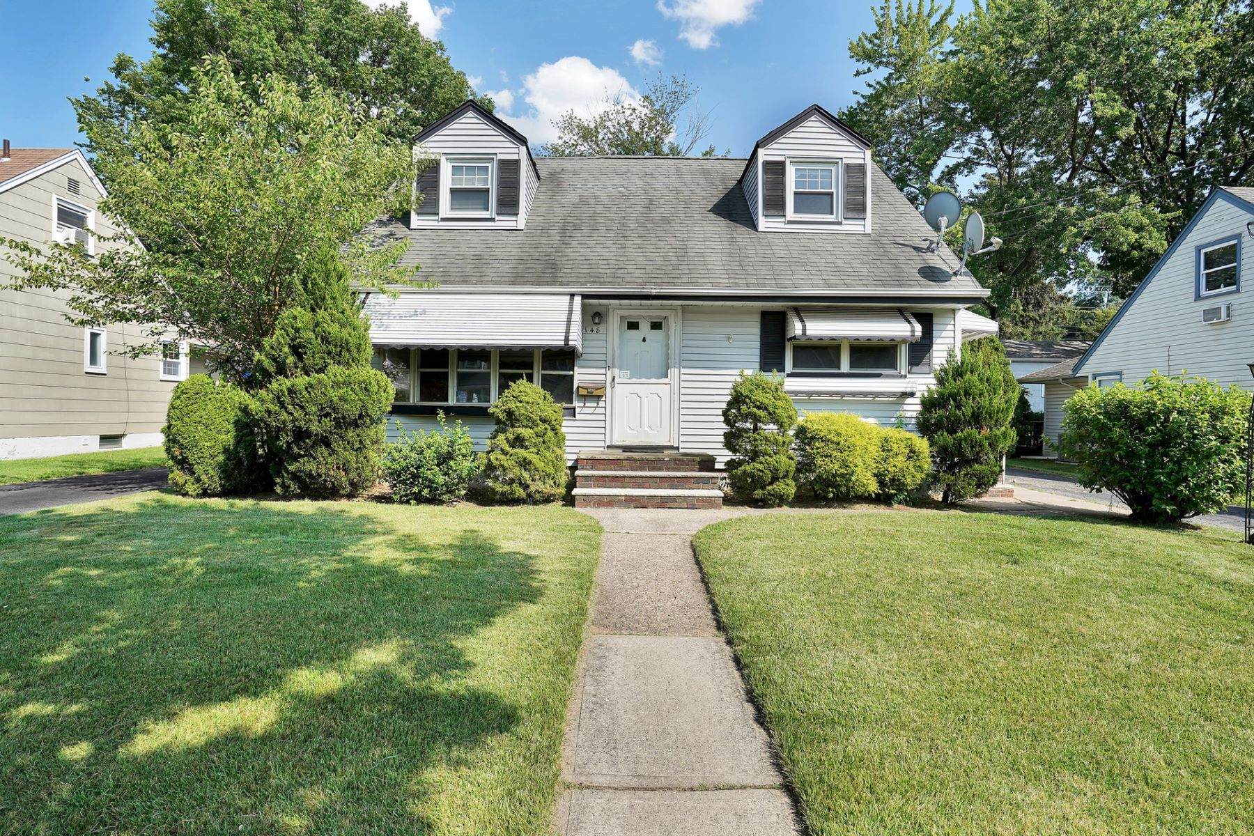 Single Family Homes for Sale at Prime Wood-Ridge location 148 Laurel Road Wood Ridge, New Jersey 07075 United States